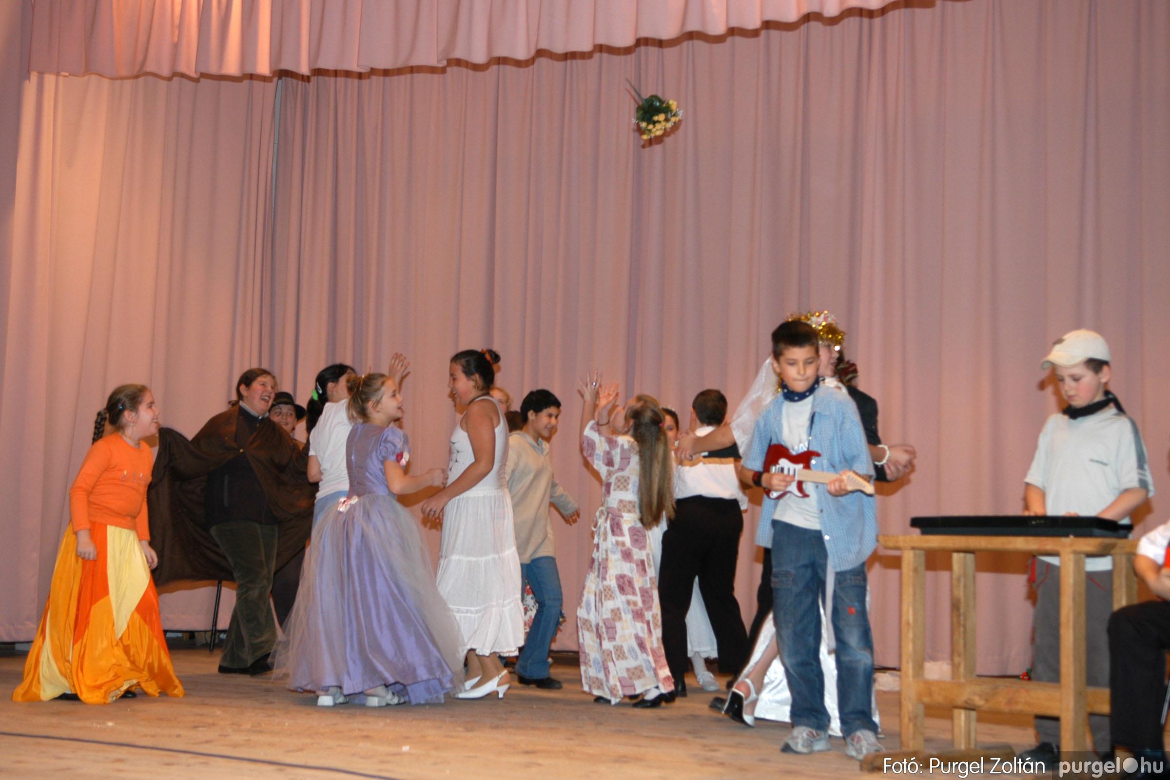 2006.02.18. 082 Forray Máté Általános Iskola farsang 2006. - alsó tagozatosok - Fotó:PURGEL ZOLTÁN© DSC_0104q.jpg