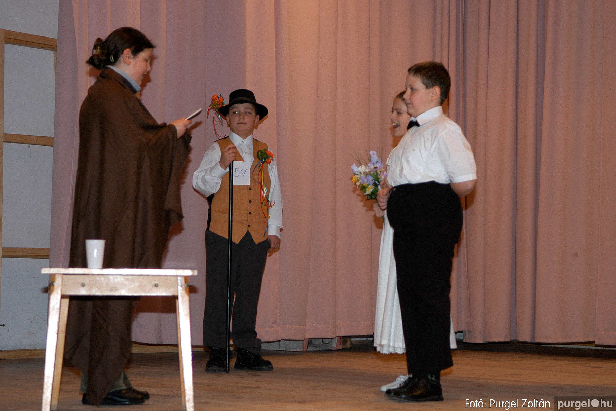 2006.02.18. 078 Forray Máté Általános Iskola farsang 2006. - alsó tagozatosok - Fotó:PURGEL ZOLTÁN© DSC_0100q.jpg