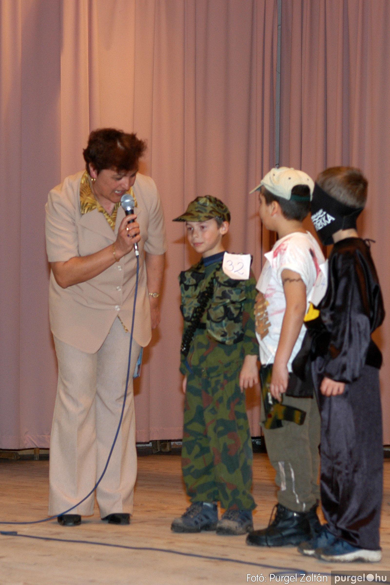 2006.02.18. 047 Forray Máté Általános Iskola farsang 2006. - alsó tagozatosok - Fotó:PURGEL ZOLTÁN© DSC_0065q.jpg