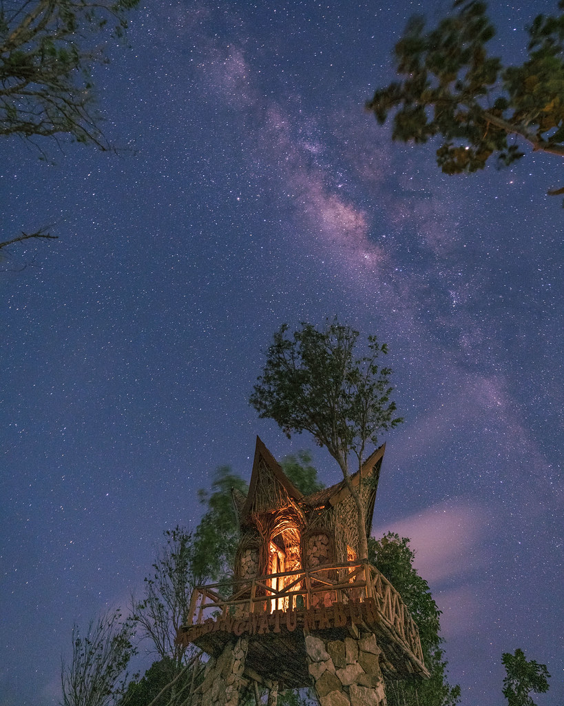 Foto milky way di Watu Mabur. Sumber : Instagram @addienesia