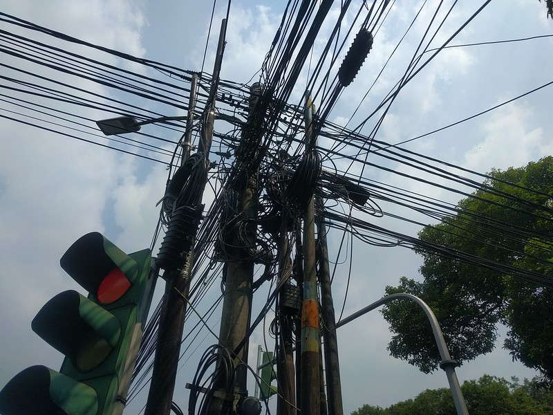 Lio de cables en Yakarta