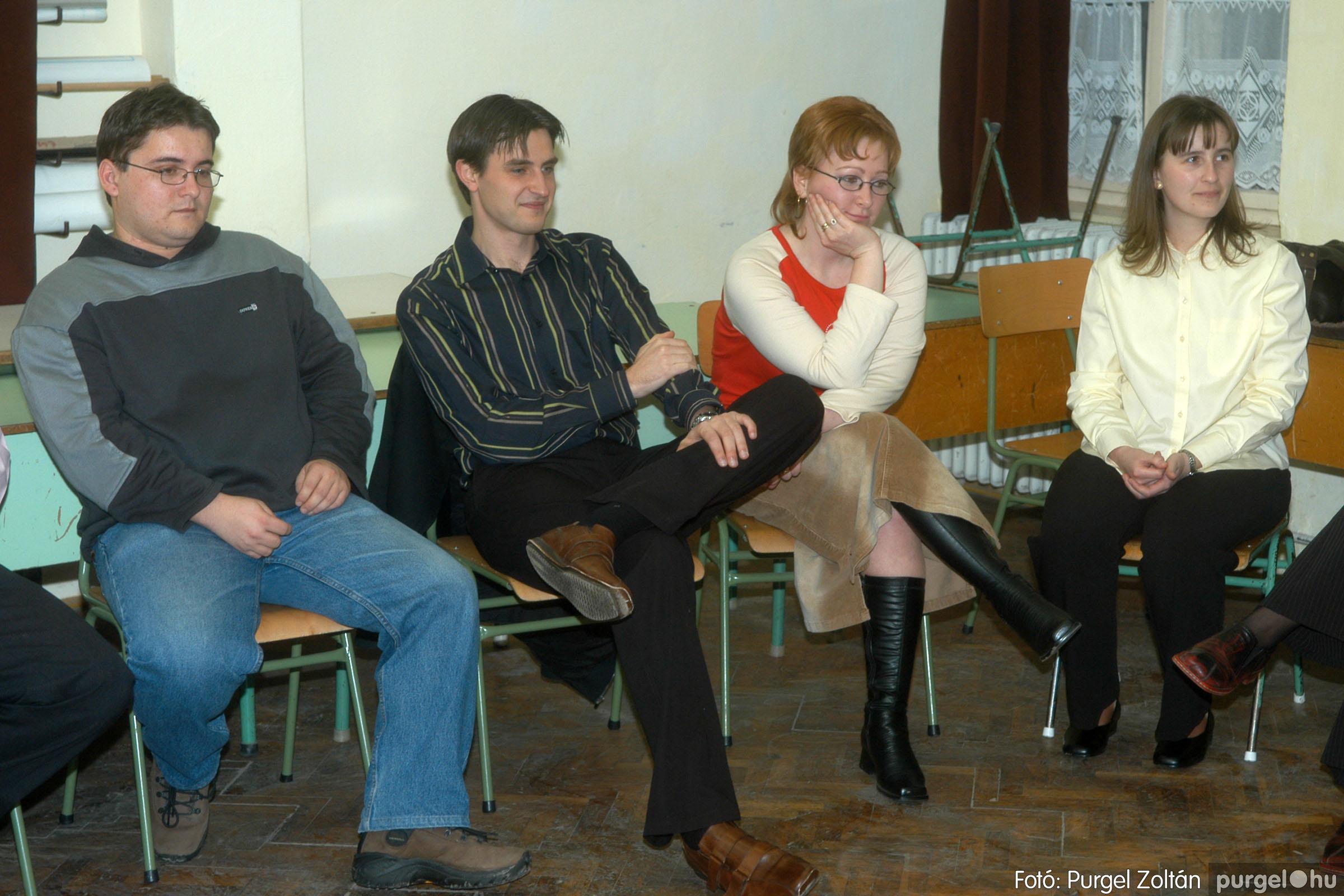 2006.03.11. 008 Forray Máté Általános Iskola osztálytalálkozó - Fotó:PURGEL ZOLTÁN© DSC_0010q.jpg