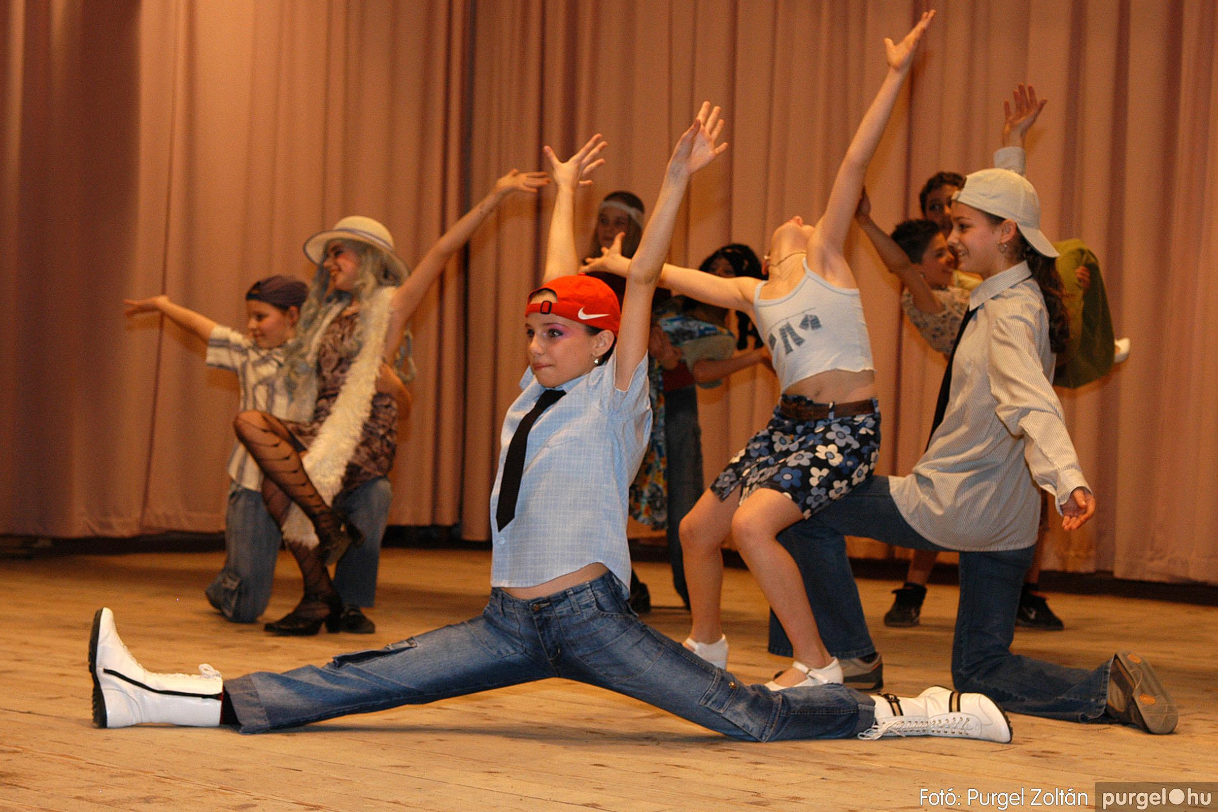 2006.03.16. 093 Forray Máté Általános Iskola ünnepi műsor - Fotó:PURGEL ZOLTÁN© DSC_0182q.jpg