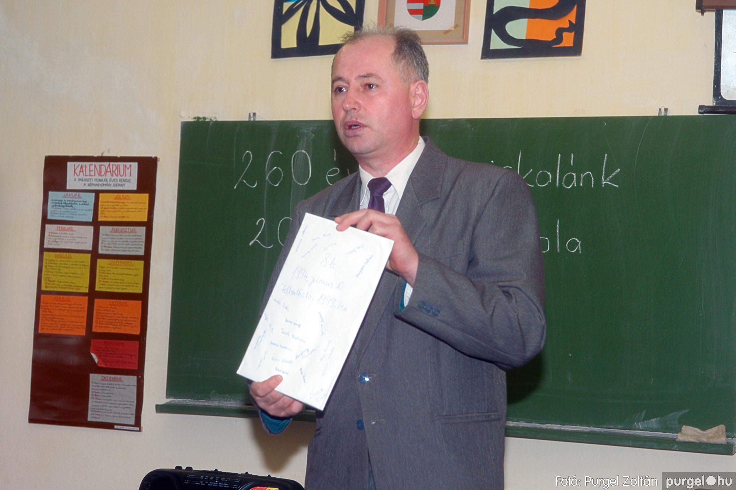 2006.03.11. 012 Forray Máté Általános Iskola osztálytalálkozó - Fotó:PURGEL ZOLTÁN© DSC_0014q.jpg