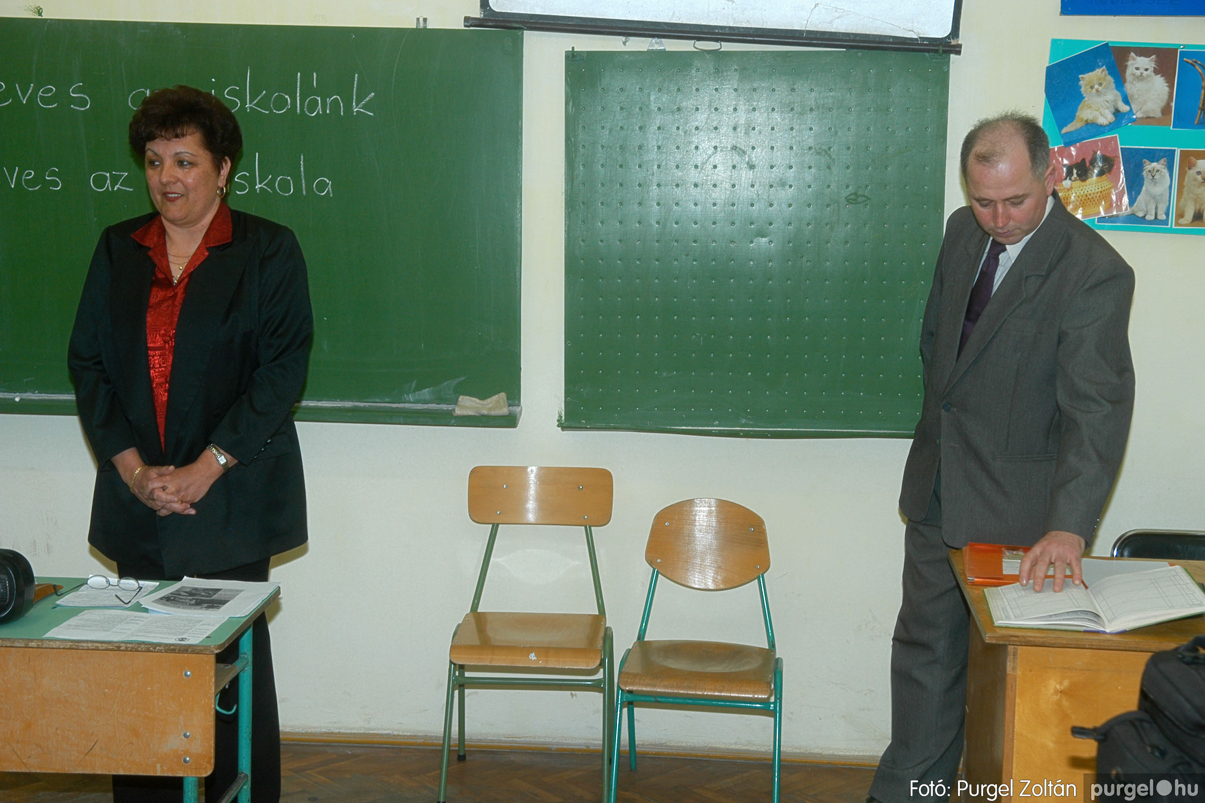 2006.03.11. 004 Forray Máté Általános Iskola osztálytalálkozó - Fotó:PURGEL ZOLTÁN© DSC_0005q.jpg
