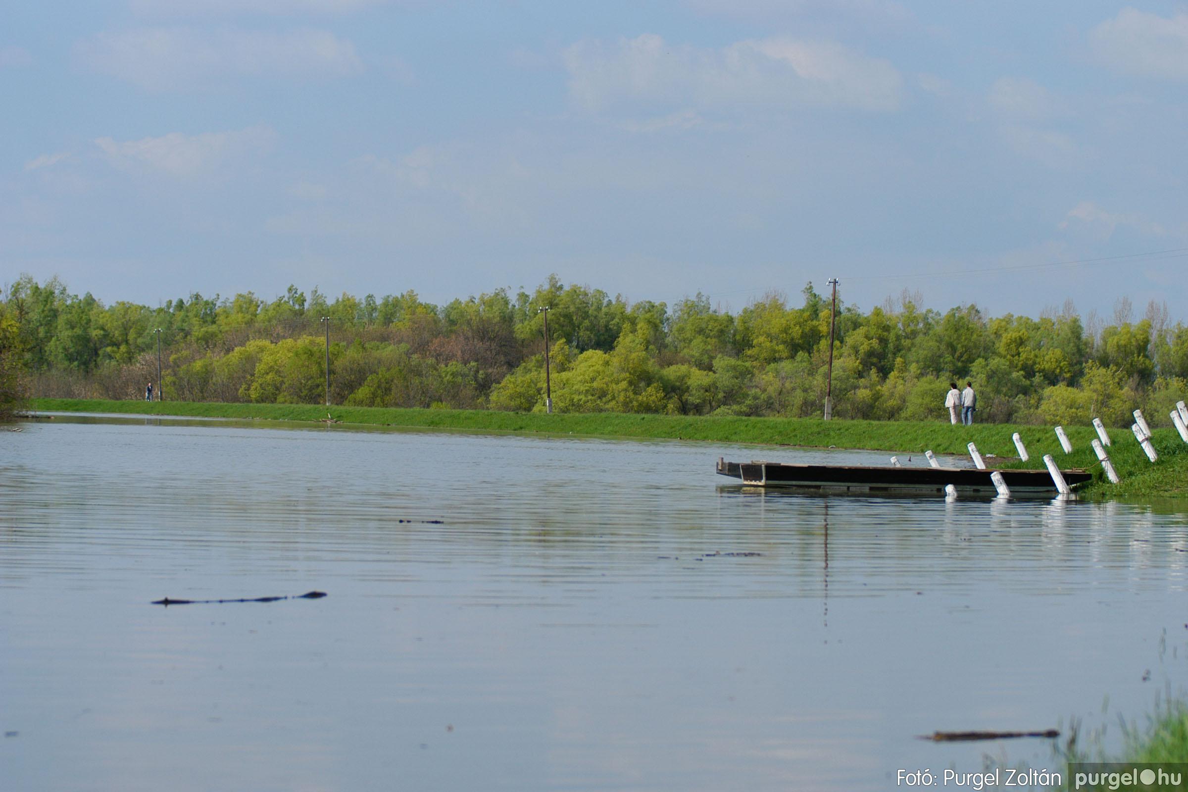 2006.04.17. 007 Tisza áradás - Fotó:PURGEL ZOLTÁN© DSC_0023q.jpg