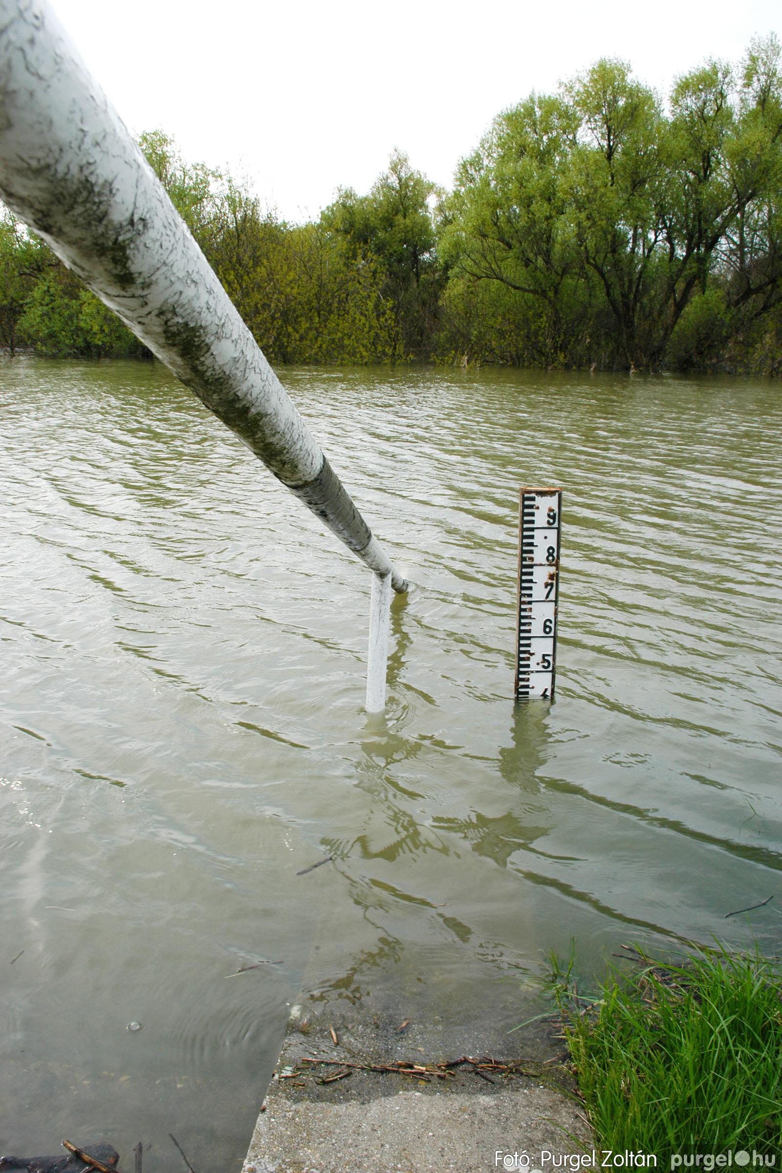 2006.04.19. 007 Tisza áradás - Fotó:PURGEL ZOLTÁN© DSC_0103q.jpg
