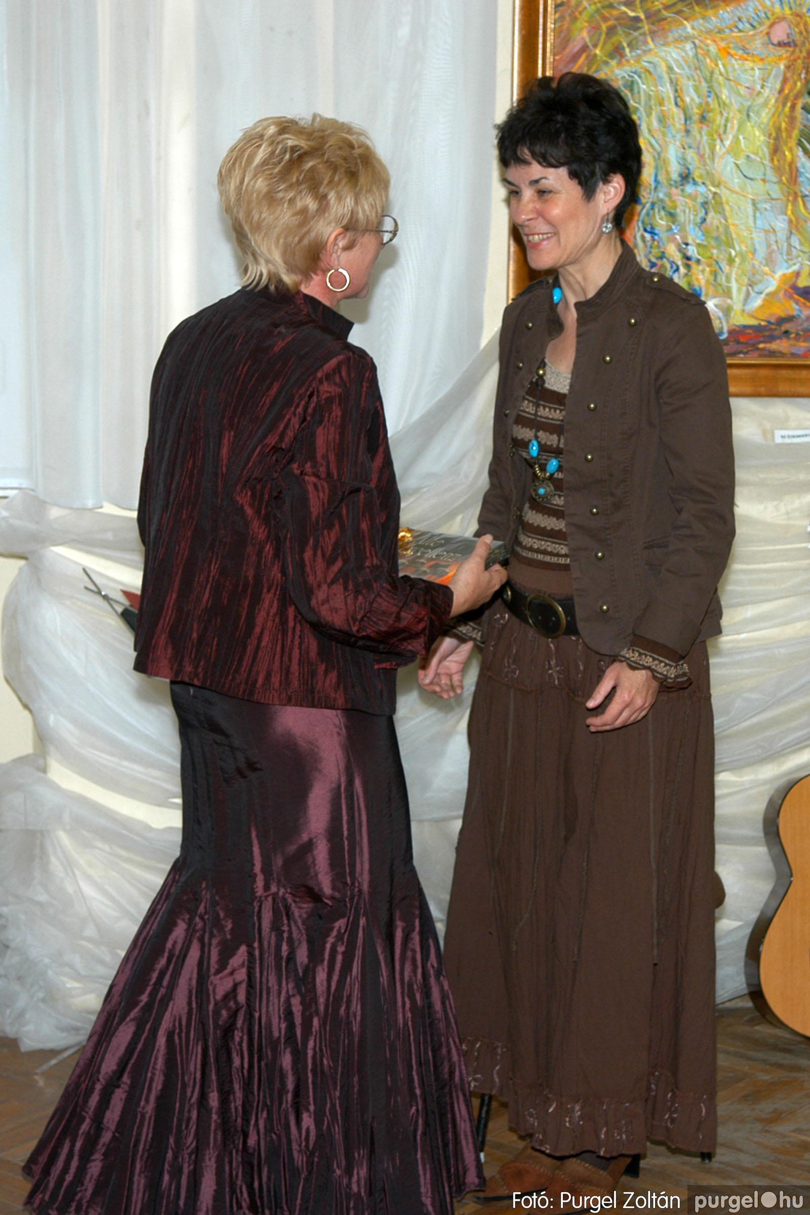 2006.04.30. 023 Virók Csilla festőművész kiállítása - Fotó:PURGEL ZOLTÁN© DSC_0027q.jpg