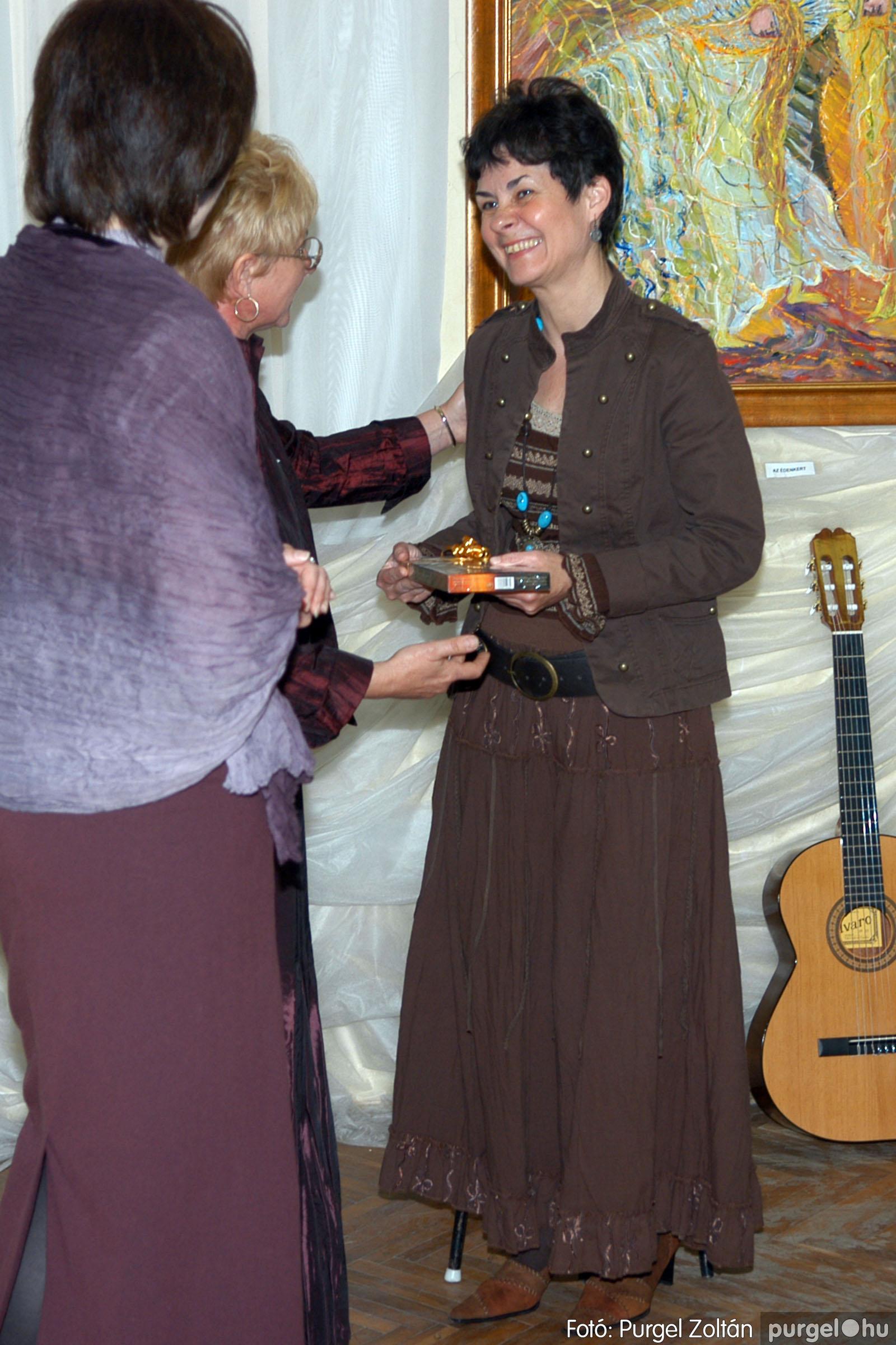 2006.04.30. 024 Virók Csilla festőművész kiállítása - Fotó:PURGEL ZOLTÁN© DSC_0028q.jpg