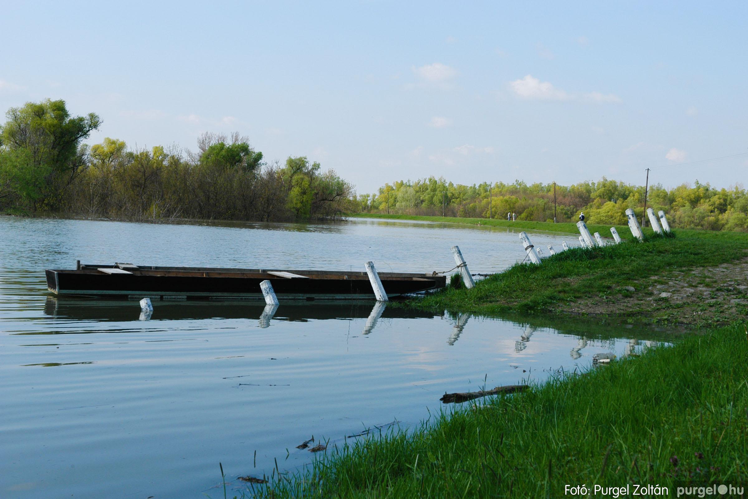 2006.04.17. 025 Tisza áradás - Fotó:PURGEL ZOLTÁN© DSC_0052q.jpg