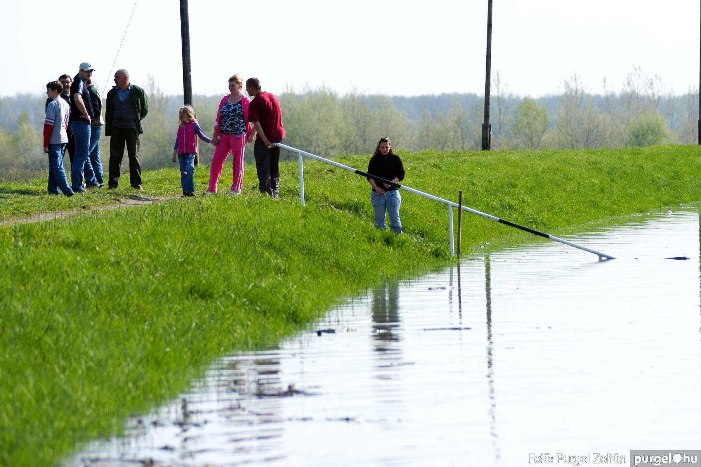 2006.04.17. 022 Tisza áradás - Fotó:PURGEL ZOLTÁN© DSC_0047q.jpg