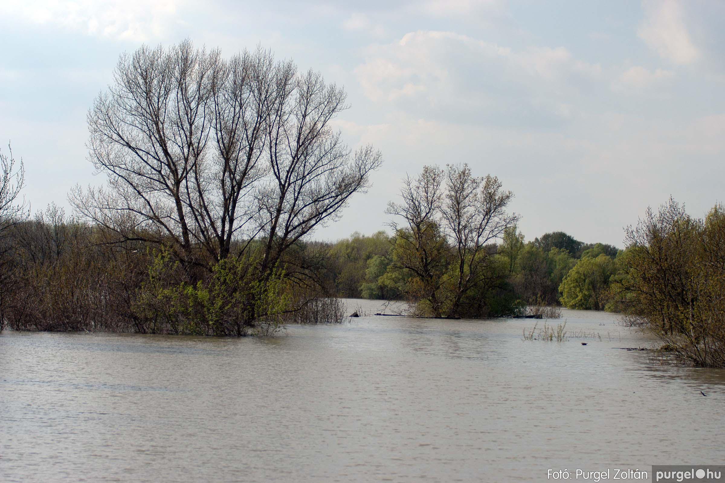 2006.04.17. 012 Tisza áradás - Fotó:PURGEL ZOLTÁN© DSC_0030a.jpg