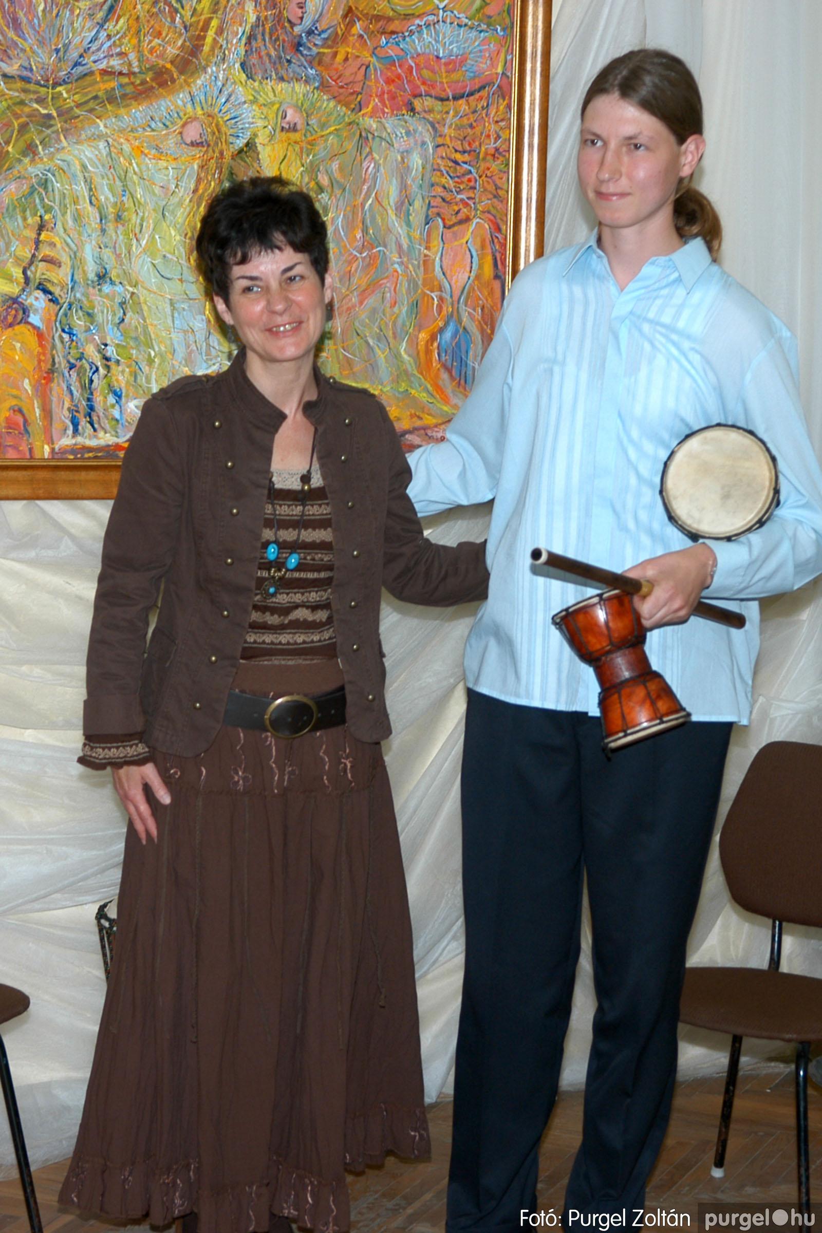 2006.04.30. 033 Virók Csilla festőművész kiállítása - Fotó:PURGEL ZOLTÁN© DSC_0040q.jpg