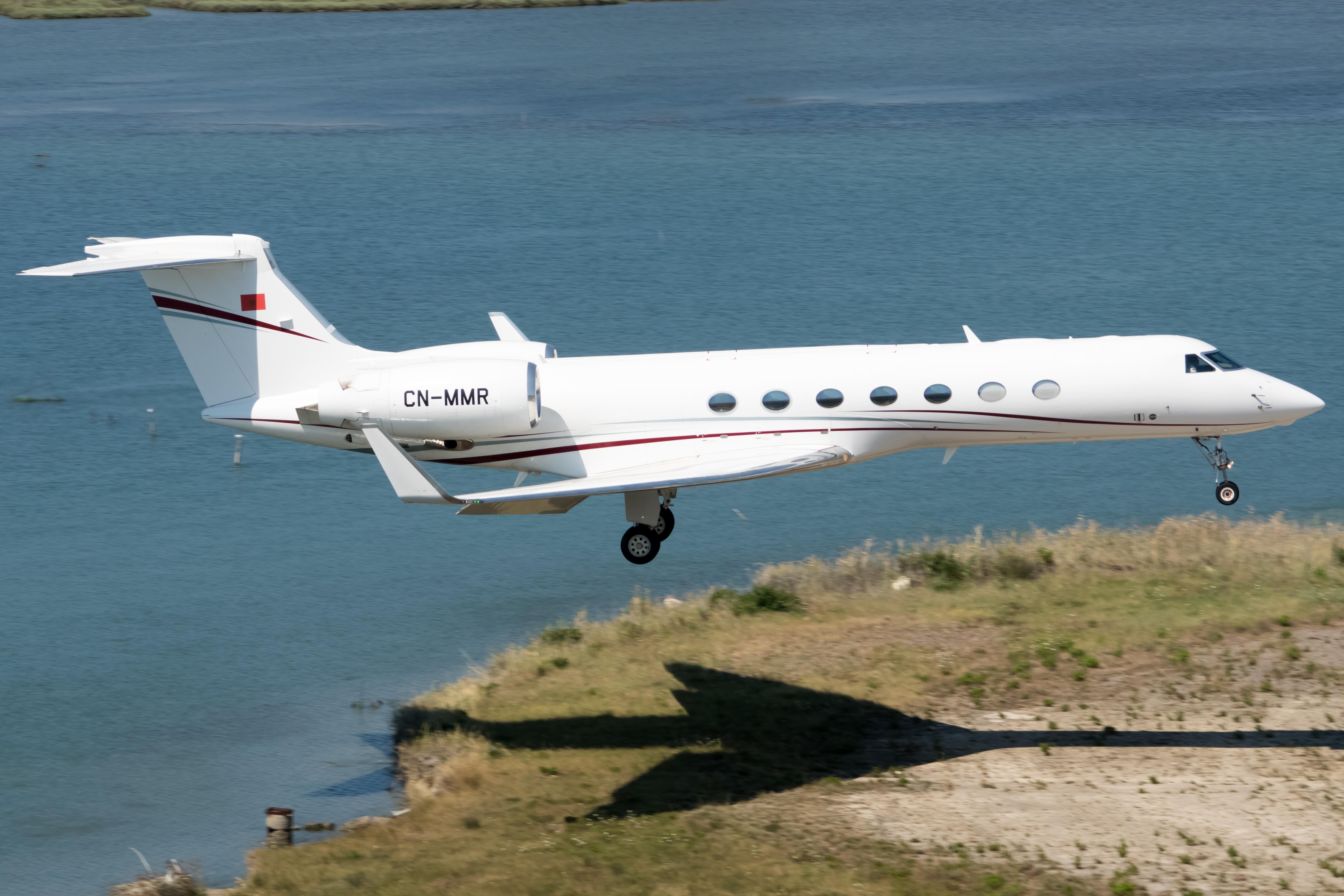 FRA: Avions VIP, Liaison & ECM - Page 23 48432919166_4484f8b56c_o