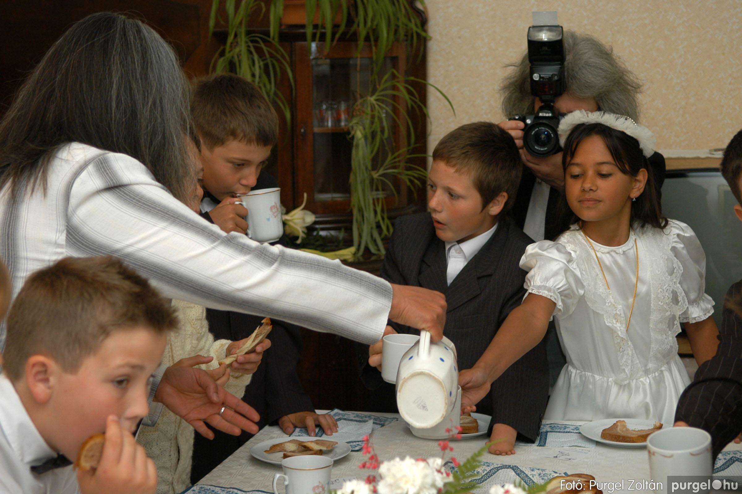 2006.05.21. 086 Kisboldogasszony templom elsőáldozás - Fotó:PURGEL ZOLTÁN© DSC_0359q.jpg