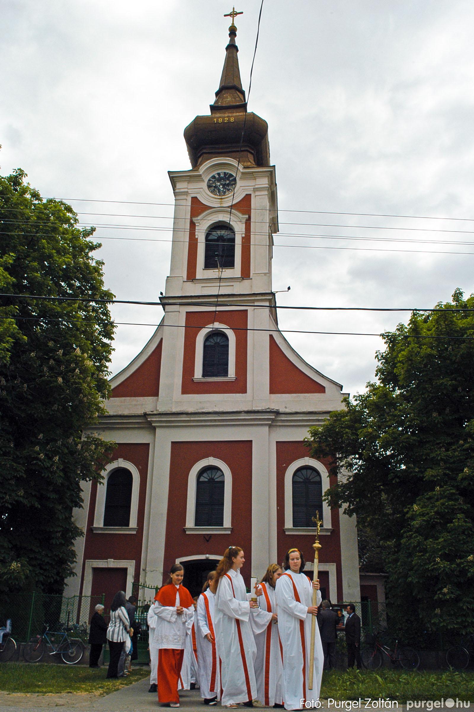2006.05.21. 066 Kisboldogasszony templom elsőáldozás - Fotó:PURGEL ZOLTÁN© DSC_0335q.jpg