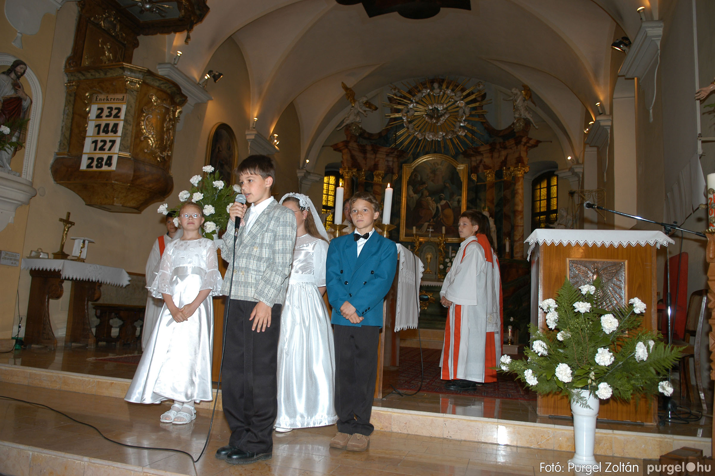 2006.05.21. 046 Kisboldogasszony templom elsőáldozás - Fotó:PURGEL ZOLTÁN© DSC_0297q.jpg
