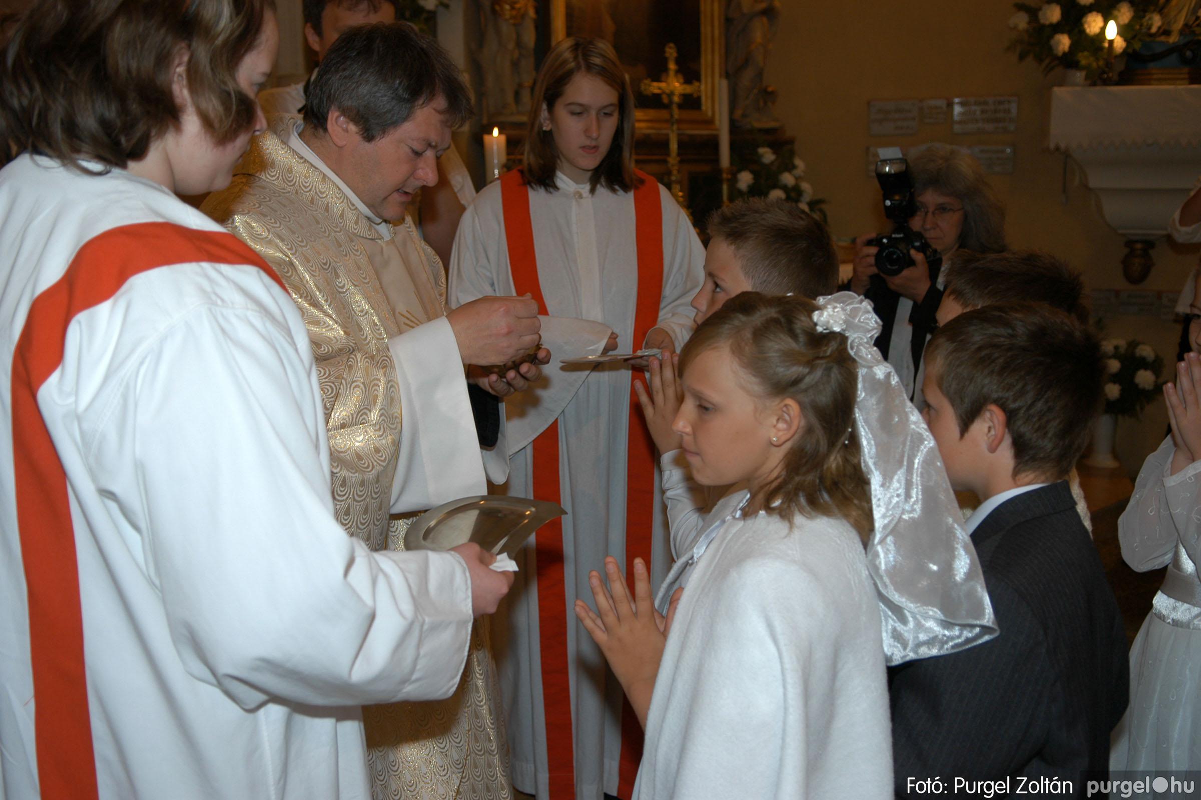 2006.05.21. 039 Kisboldogasszony templom elsőáldozás - Fotó:PURGEL ZOLTÁN© DSC_0280q.jpg