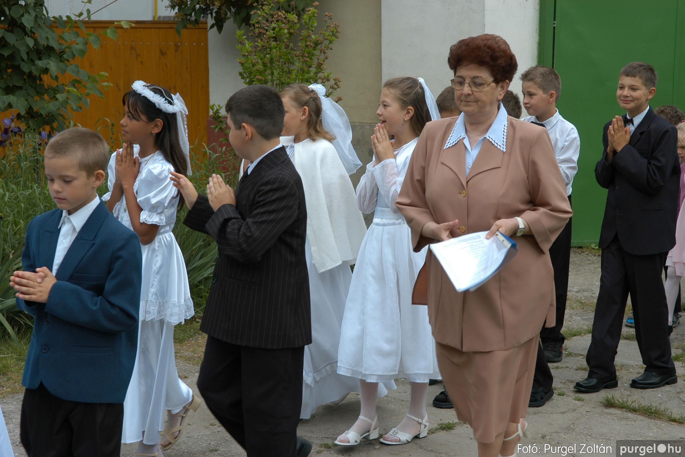 2006.05.21. 006 Kisboldogasszony templom elsőáldozás - Fotó:PURGEL ZOLTÁN© DSC_0227q.jpg
