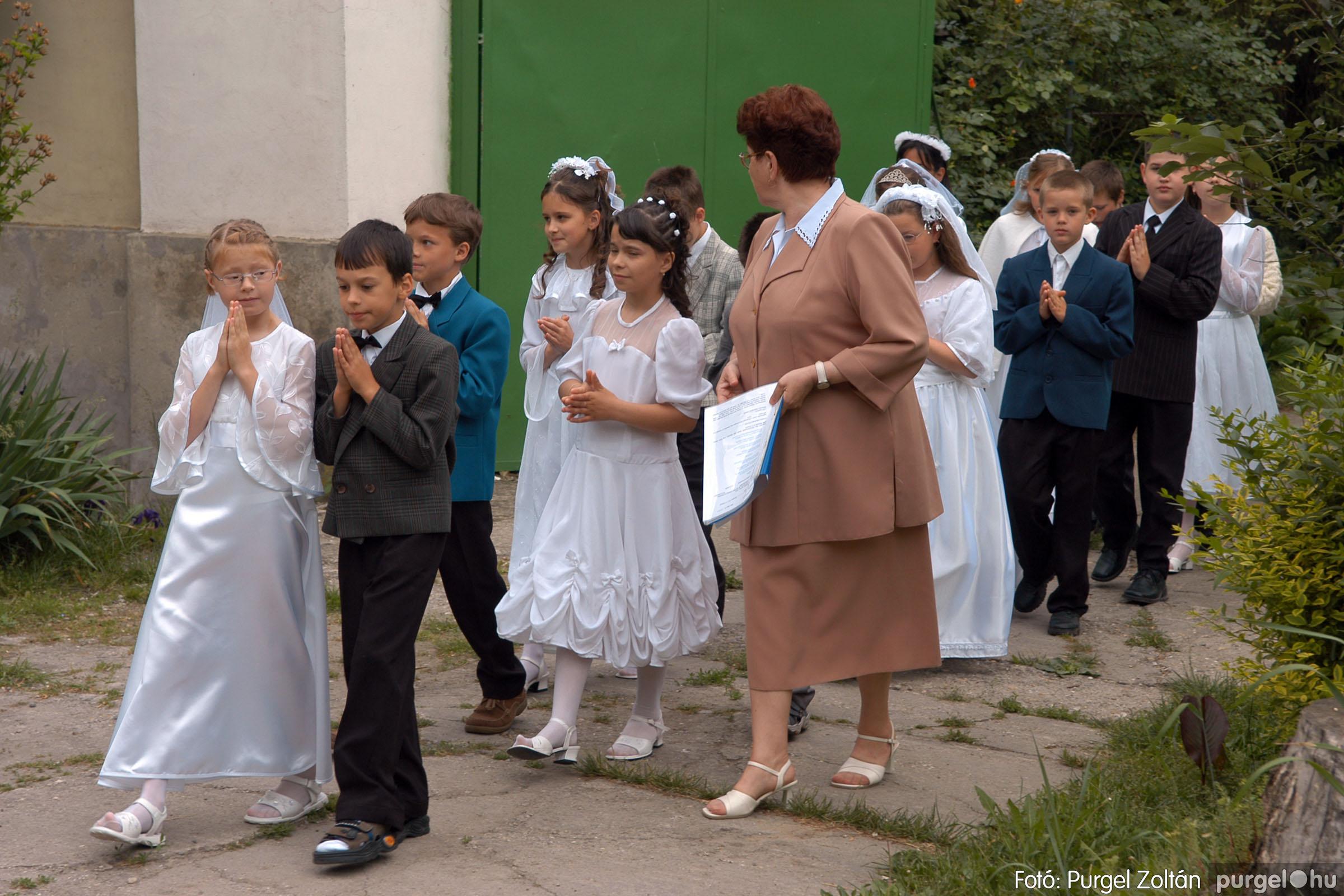2006.05.21. 004 Kisboldogasszony templom elsőáldozás - Fotó:PURGEL ZOLTÁN© DSC_0225q.jpg