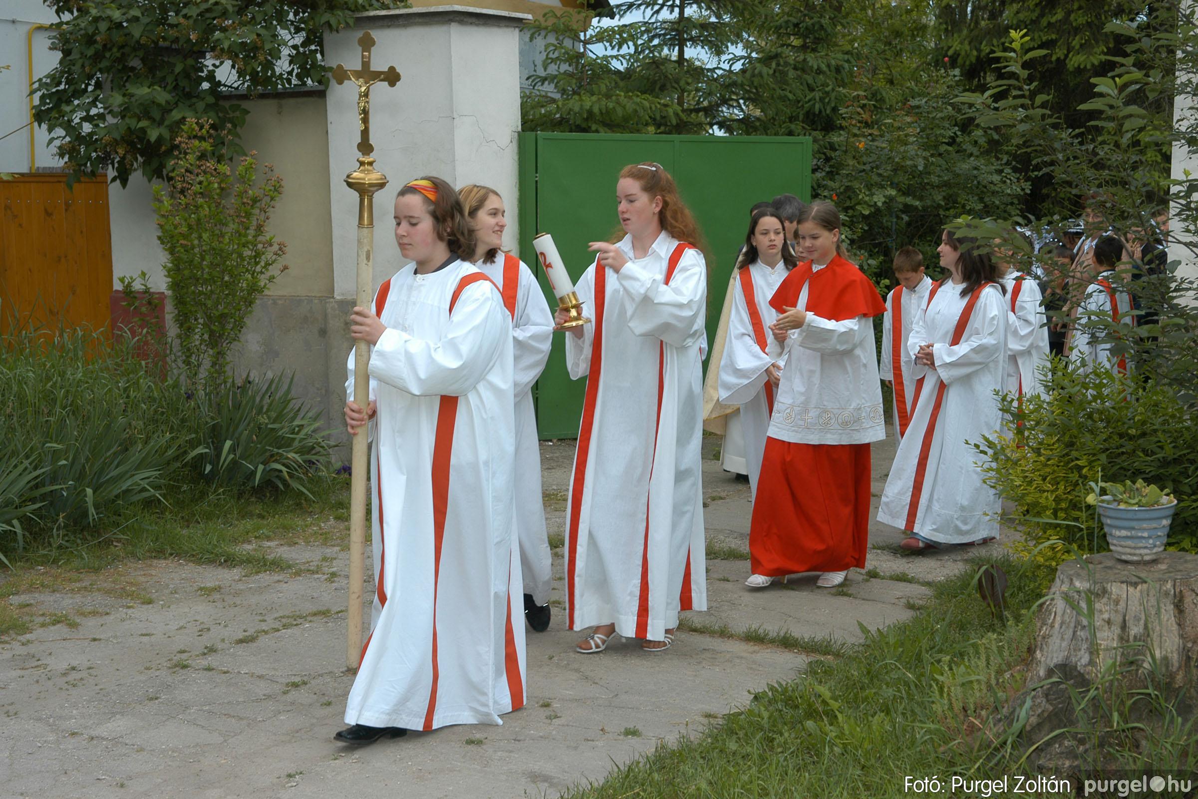 2006.05.21. 002 Kisboldogasszony templom elsőáldozás - Fotó:PURGEL ZOLTÁN© DSC_0223q.jpg