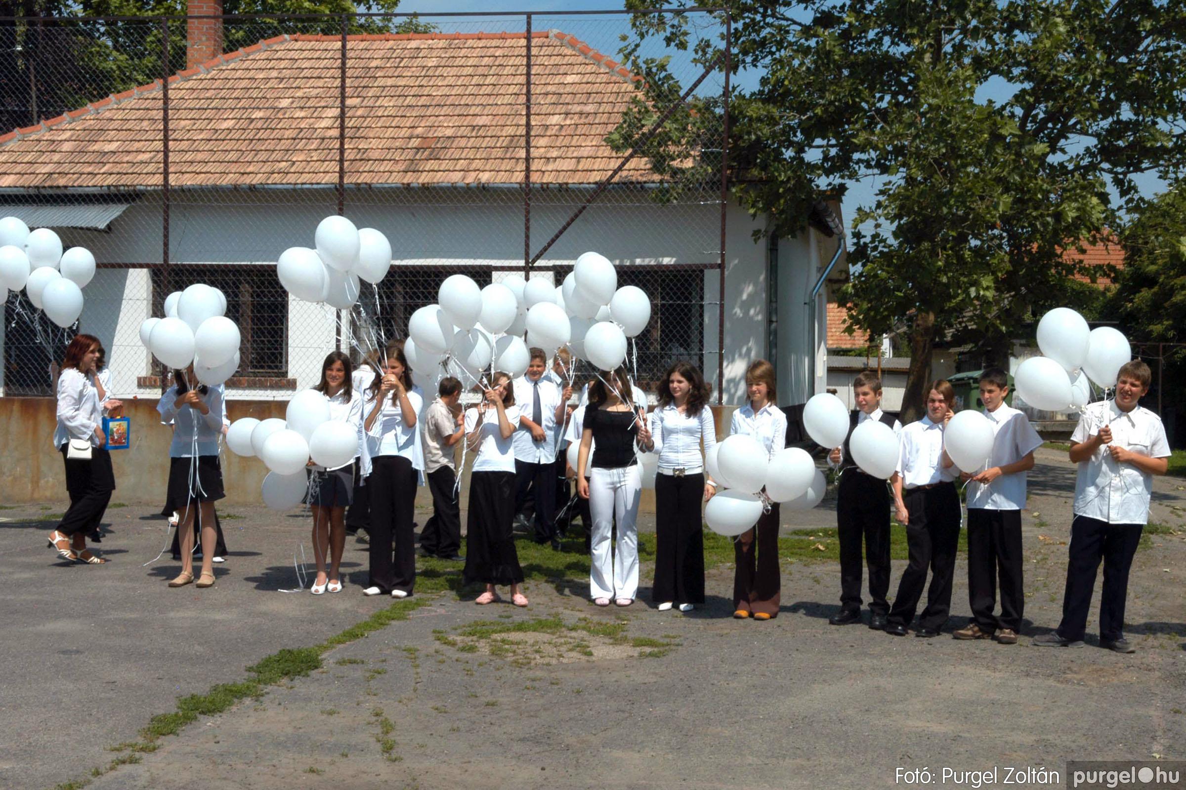2006.06.17. 125 Forray Máté Általános Iskola ballagás 2006. - Fotó:PURGEL ZOLTÁN© DSC_0165q.jpg