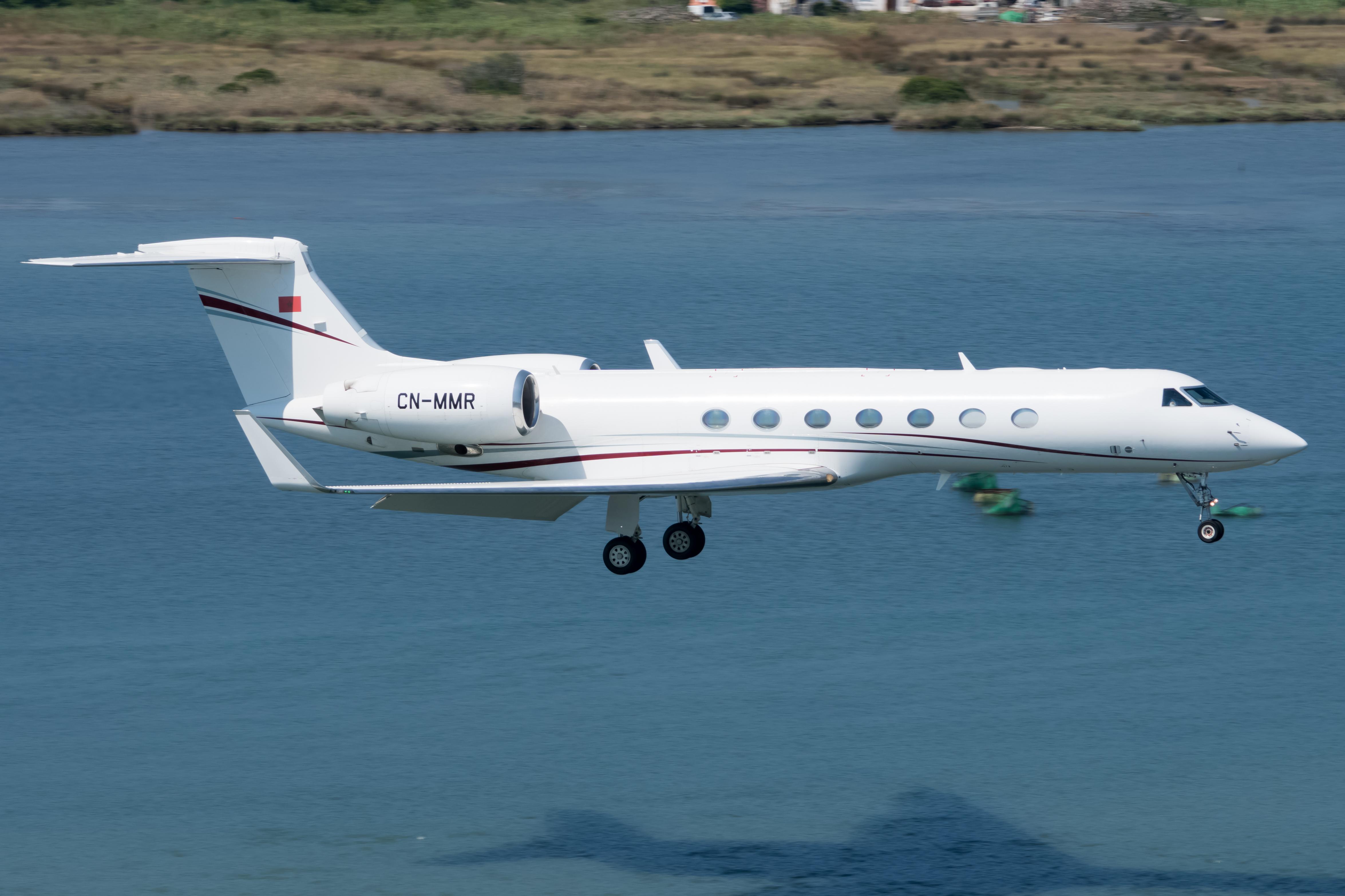 FRA: Avions VIP, Liaison & ECM - Page 23 48433057252_120fcf39ed_o