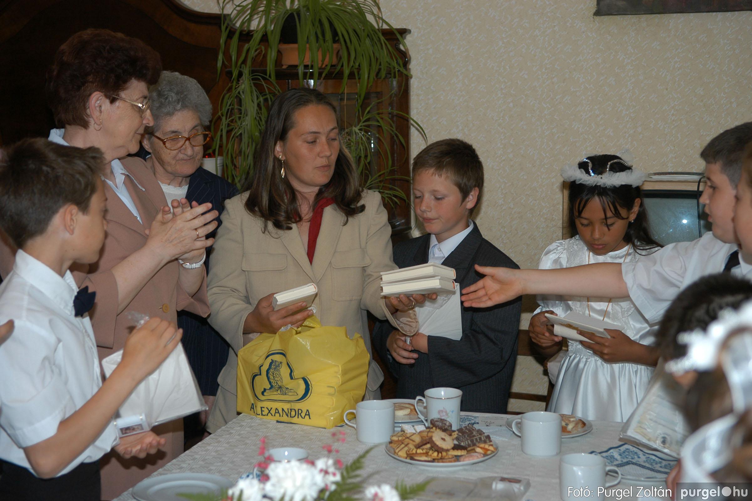 2006.05.21. 092 Kisboldogasszony templom elsőáldozás - Fotó:PURGEL ZOLTÁN© DSC_0368q.jpg