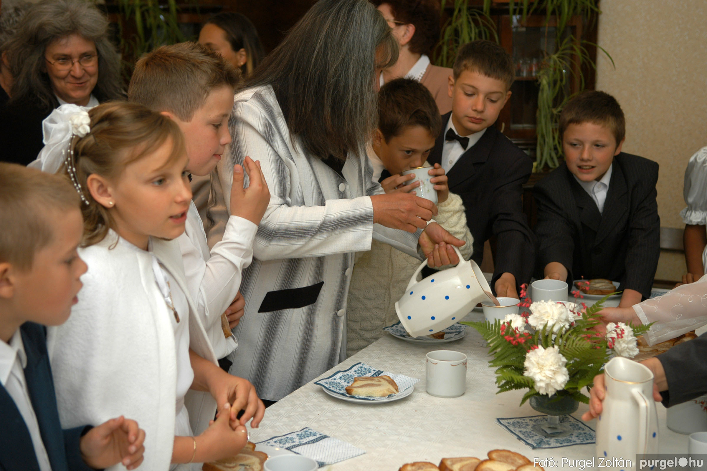 2006.05.21. 085 Kisboldogasszony templom elsőáldozás - Fotó:PURGEL ZOLTÁN© DSC_0358q.jpg