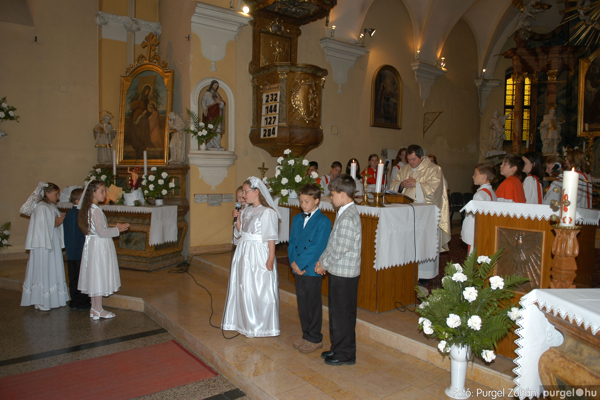 2006.05.21. 045 Kisboldogasszony templom elsőáldozás - Fotó:PURGEL ZOLTÁN© DSC_0296q.jpg