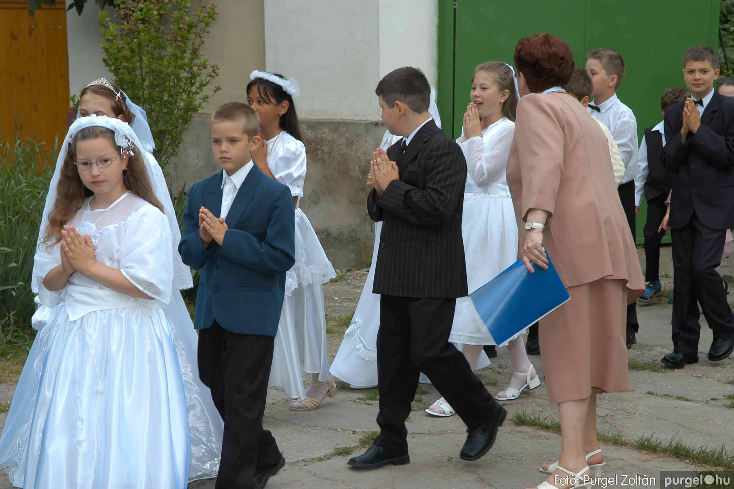 2006.05.21. 005 Kisboldogasszony templom elsőáldozás - Fotó:PURGEL ZOLTÁN© DSC_0226q.jpg