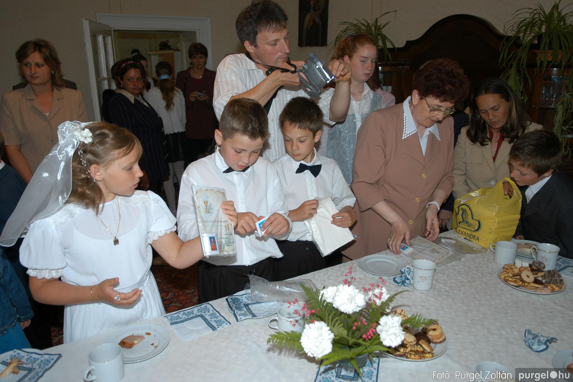 2006.05.21. 091 Kisboldogasszony templom elsőáldozás - Fotó:PURGEL ZOLTÁN© DSC_0367q.jpg