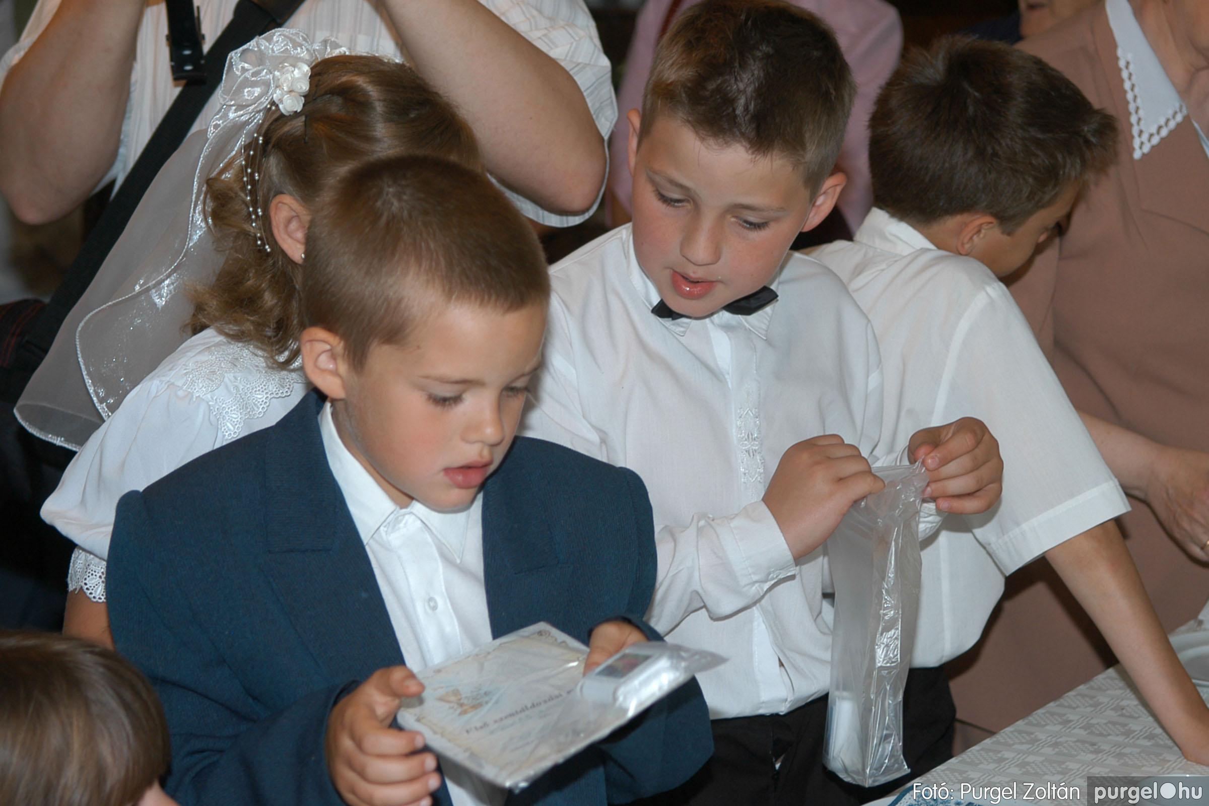 2006.05.21. 089 Kisboldogasszony templom elsőáldozás - Fotó:PURGEL ZOLTÁN© DSC_0365q.jpg