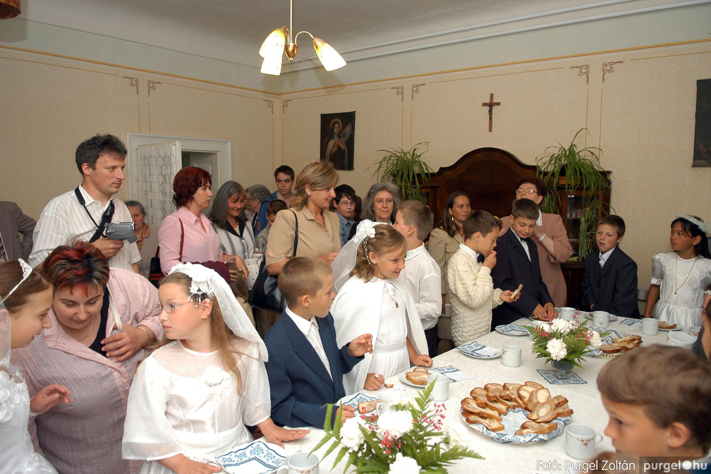 2006.05.21. 084 Kisboldogasszony templom elsőáldozás - Fotó:PURGEL ZOLTÁN© DSC_0356q.jpg