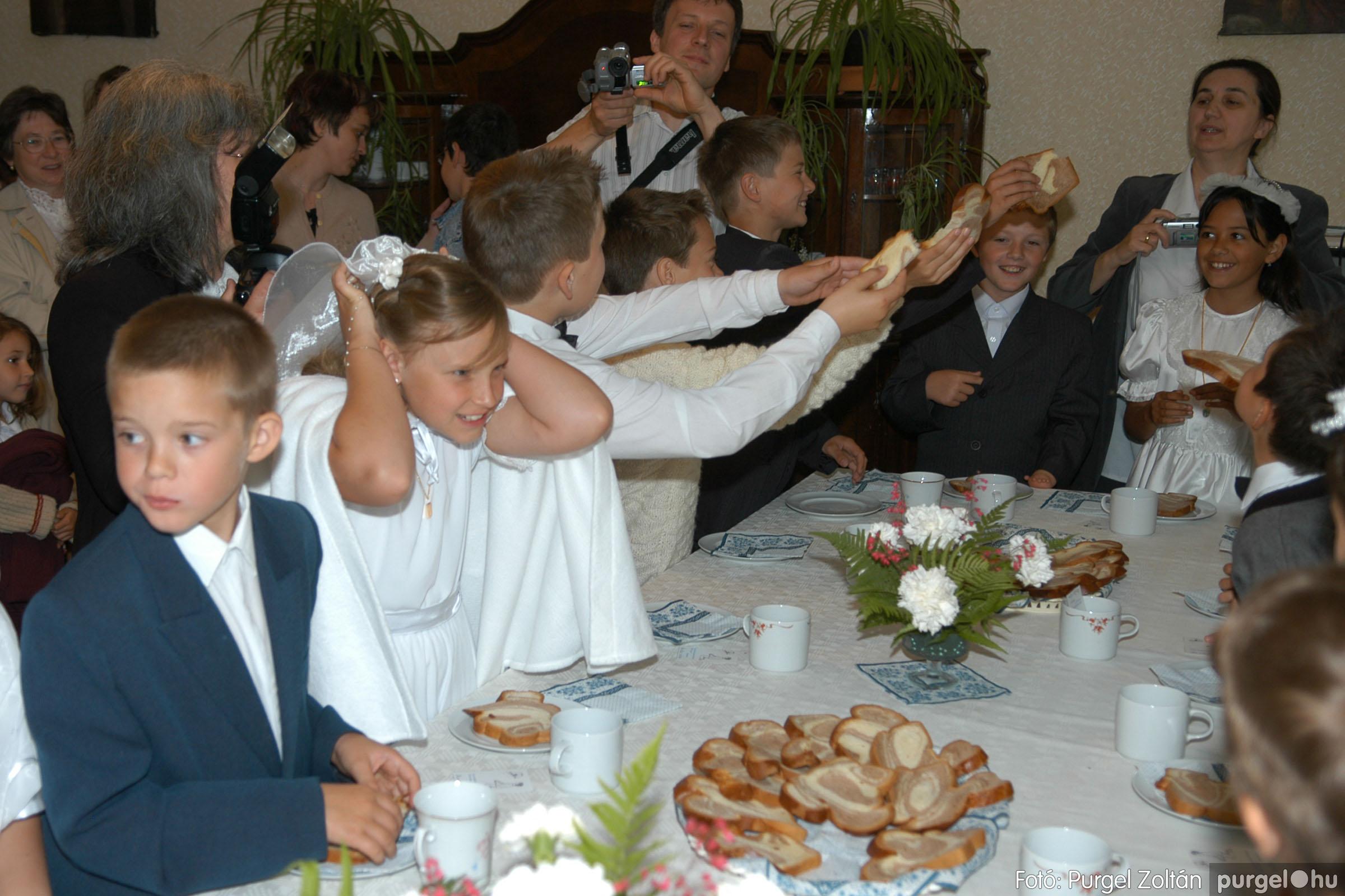 2006.05.21. 080 Kisboldogasszony templom elsőáldozás - Fotó:PURGEL ZOLTÁN© DSC_0352q.jpg