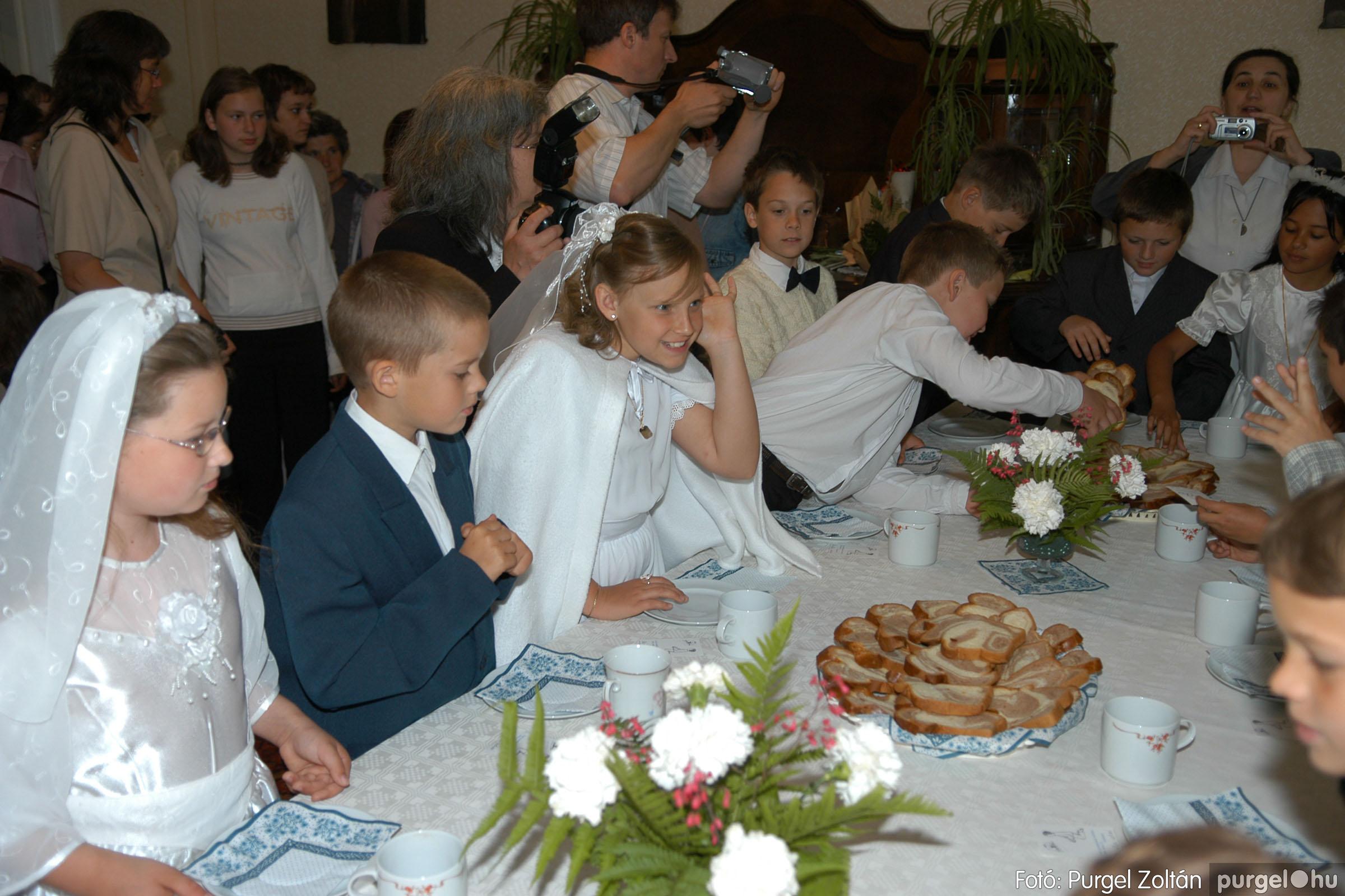 2006.05.21. 079 Kisboldogasszony templom elsőáldozás - Fotó:PURGEL ZOLTÁN© DSC_0350q.jpg