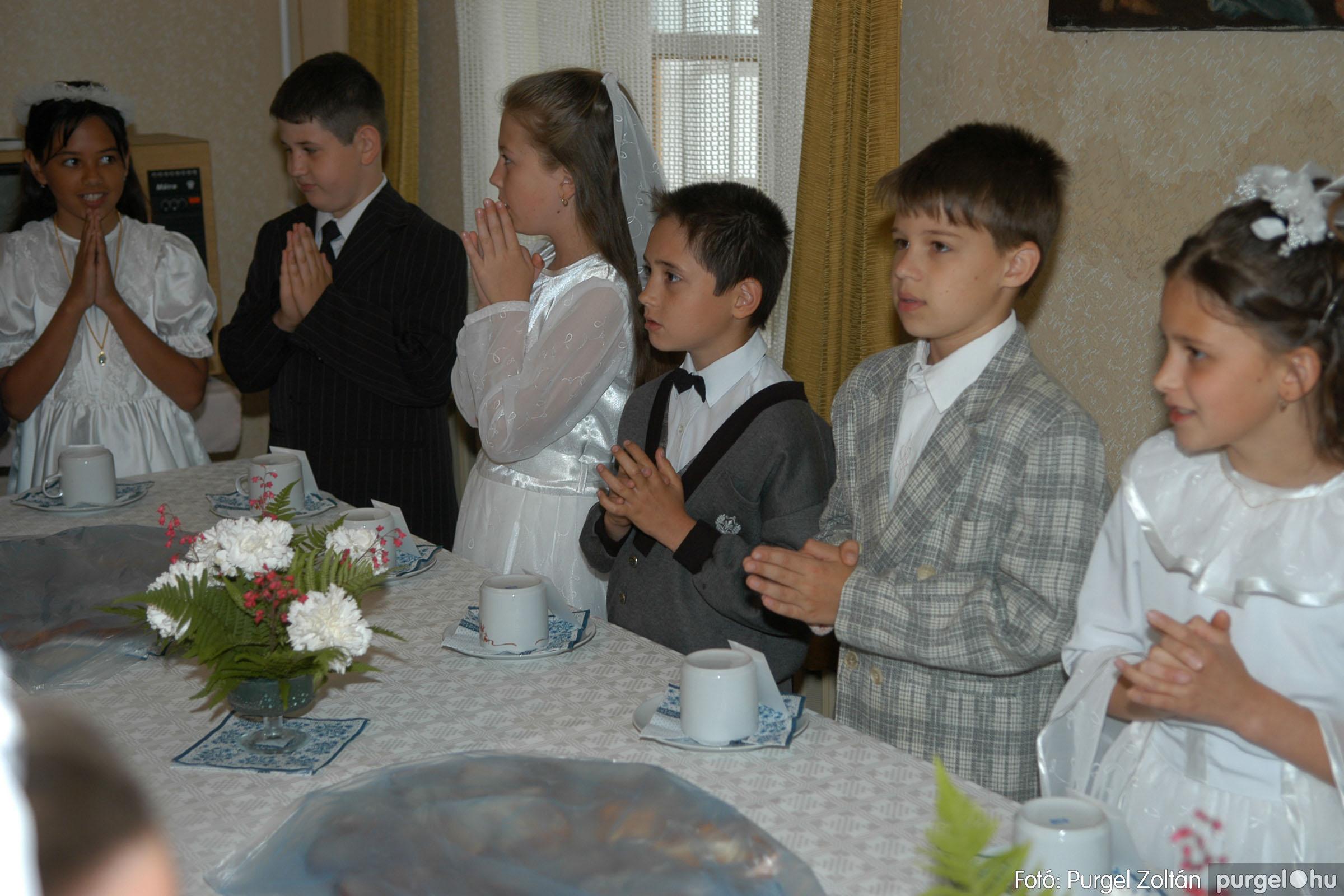 2006.05.21. 075 Kisboldogasszony templom elsőáldozás - Fotó:PURGEL ZOLTÁN© DSC_0345q.jpg