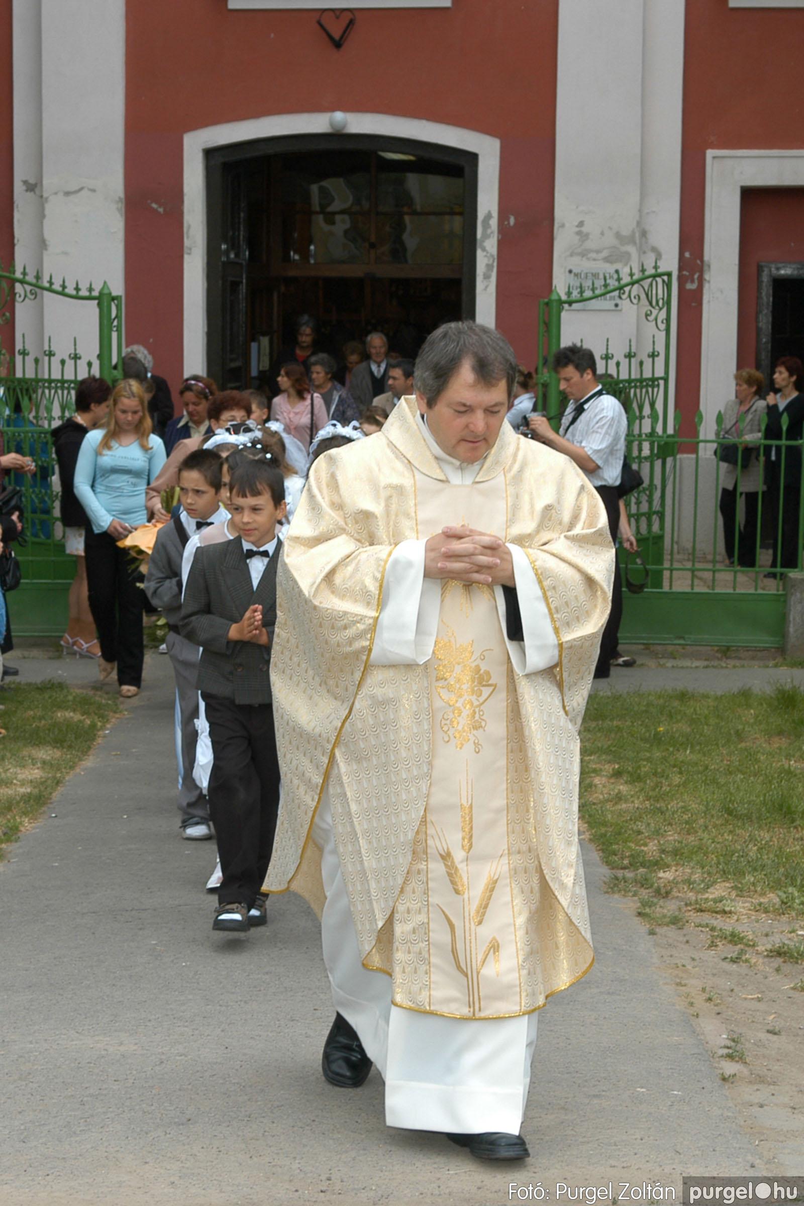 2006.05.21. 068 Kisboldogasszony templom elsőáldozás - Fotó:PURGEL ZOLTÁN© DSC_0337q.jpg