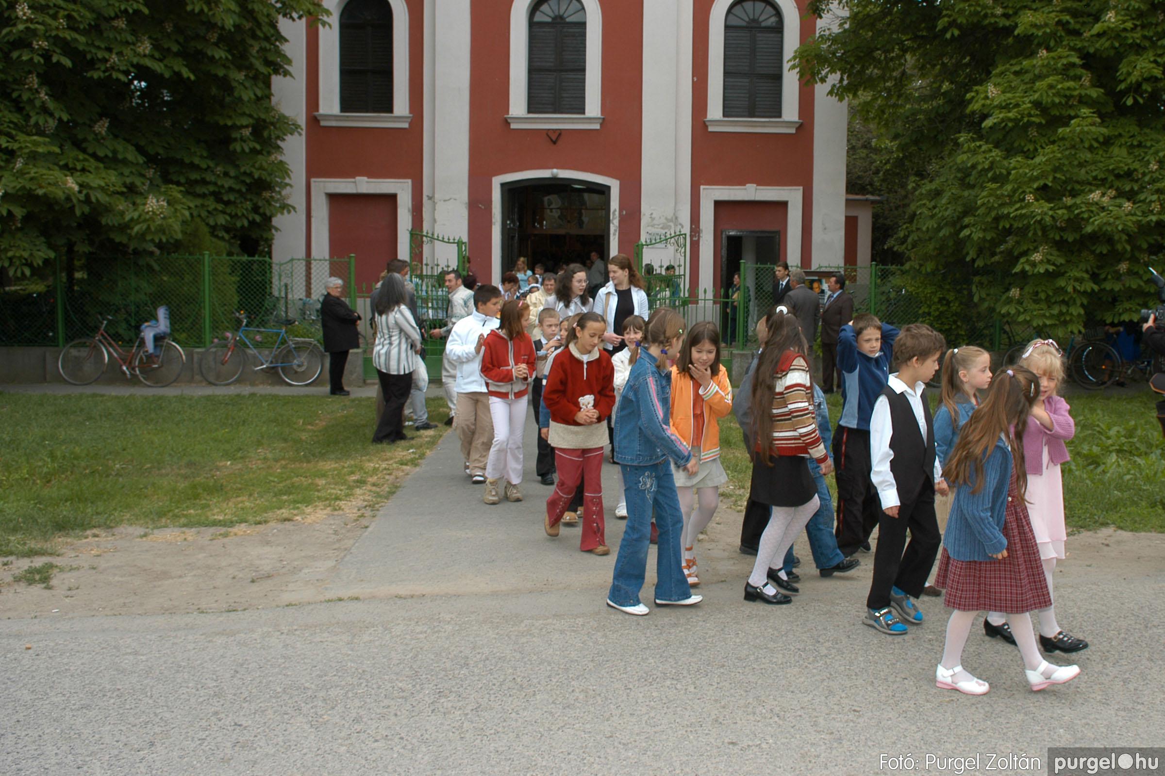 2006.05.21. 067 Kisboldogasszony templom elsőáldozás - Fotó:PURGEL ZOLTÁN© DSC_0336q.jpg