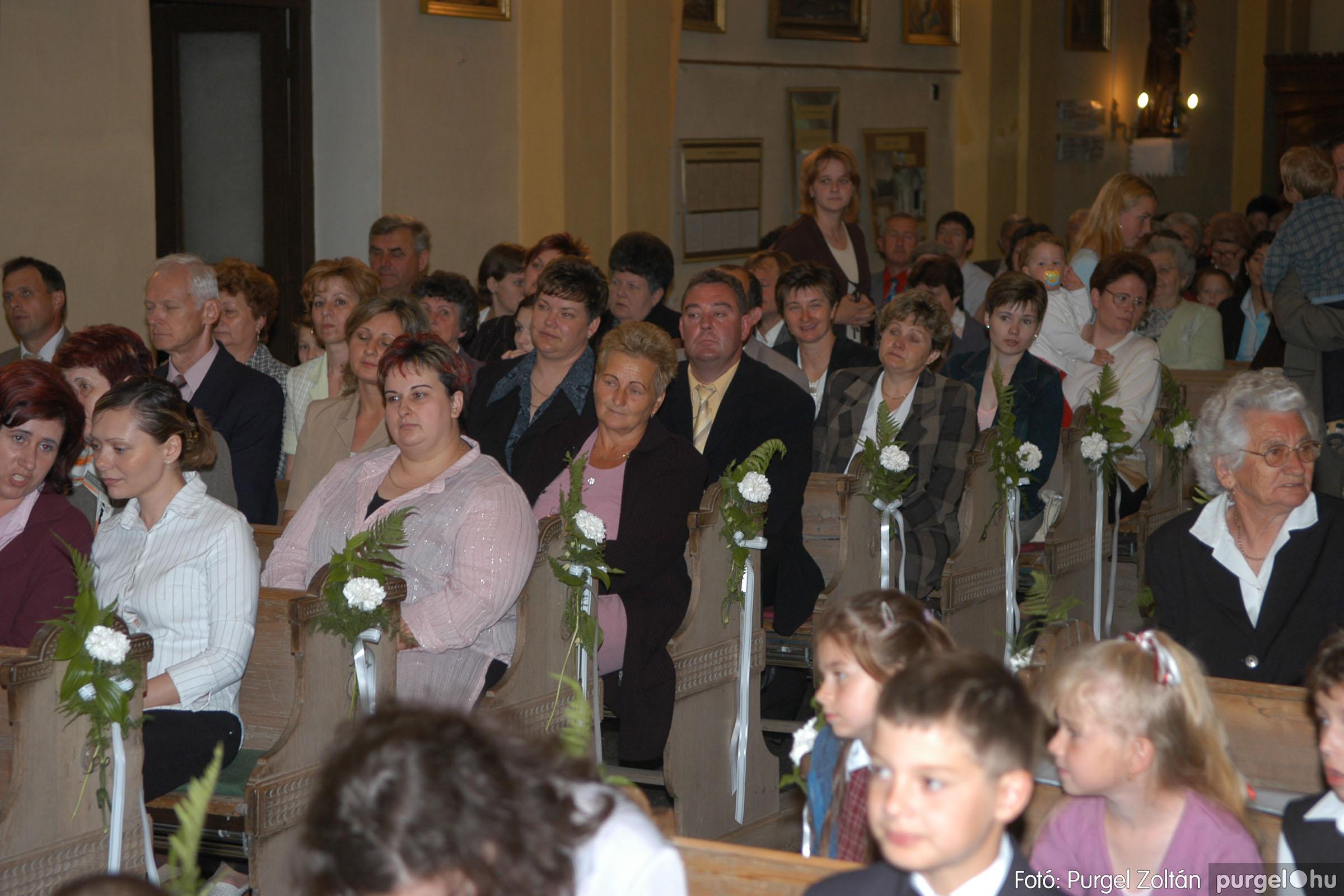 2006.05.21. 041 Kisboldogasszony templom elsőáldozás - Fotó:PURGEL ZOLTÁN© DSC_0285q.jpg