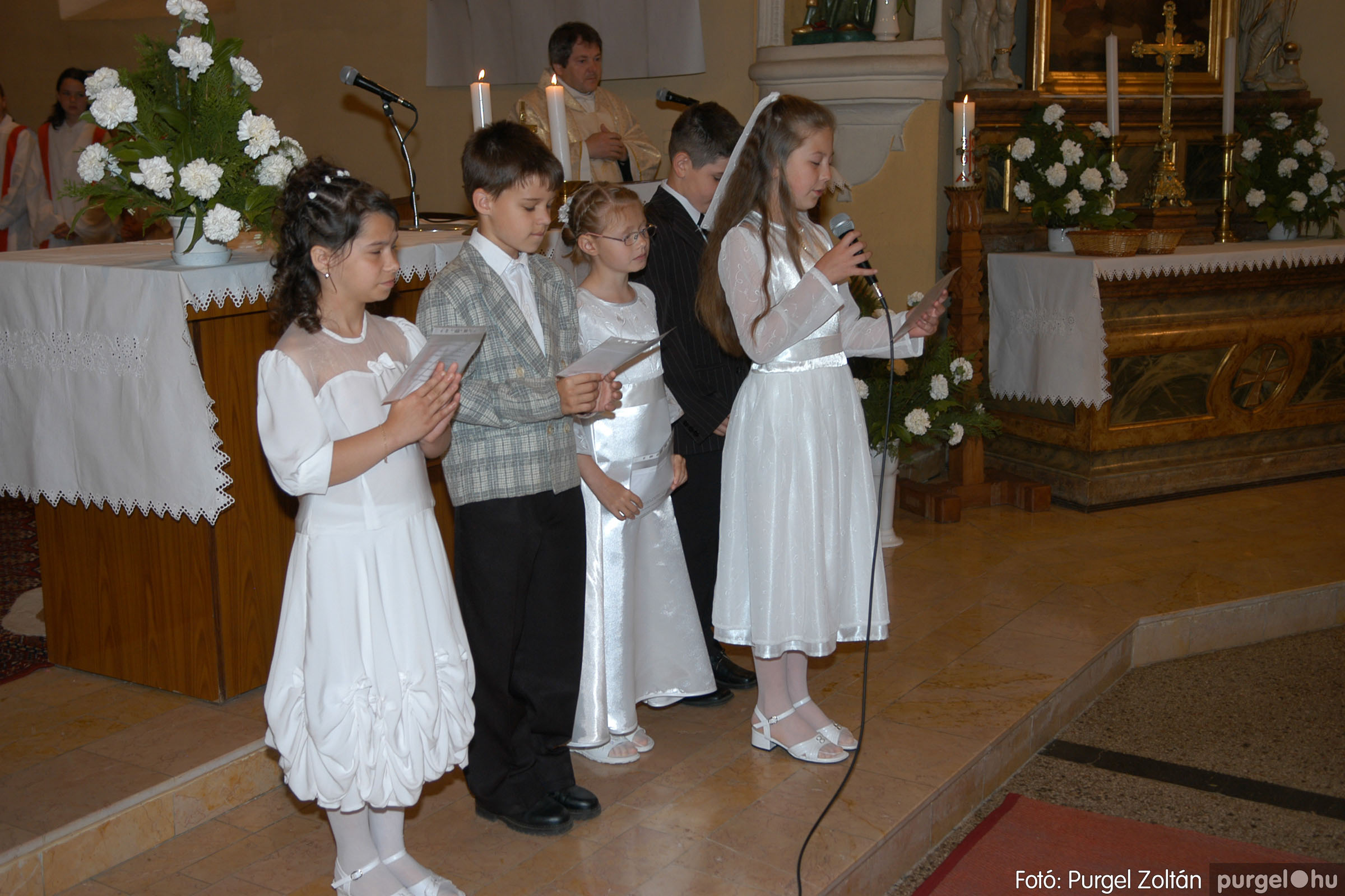 2006.05.21. 021 Kisboldogasszony templom elsőáldozás - Fotó:PURGEL ZOLTÁN© DSC_0251q.jpg