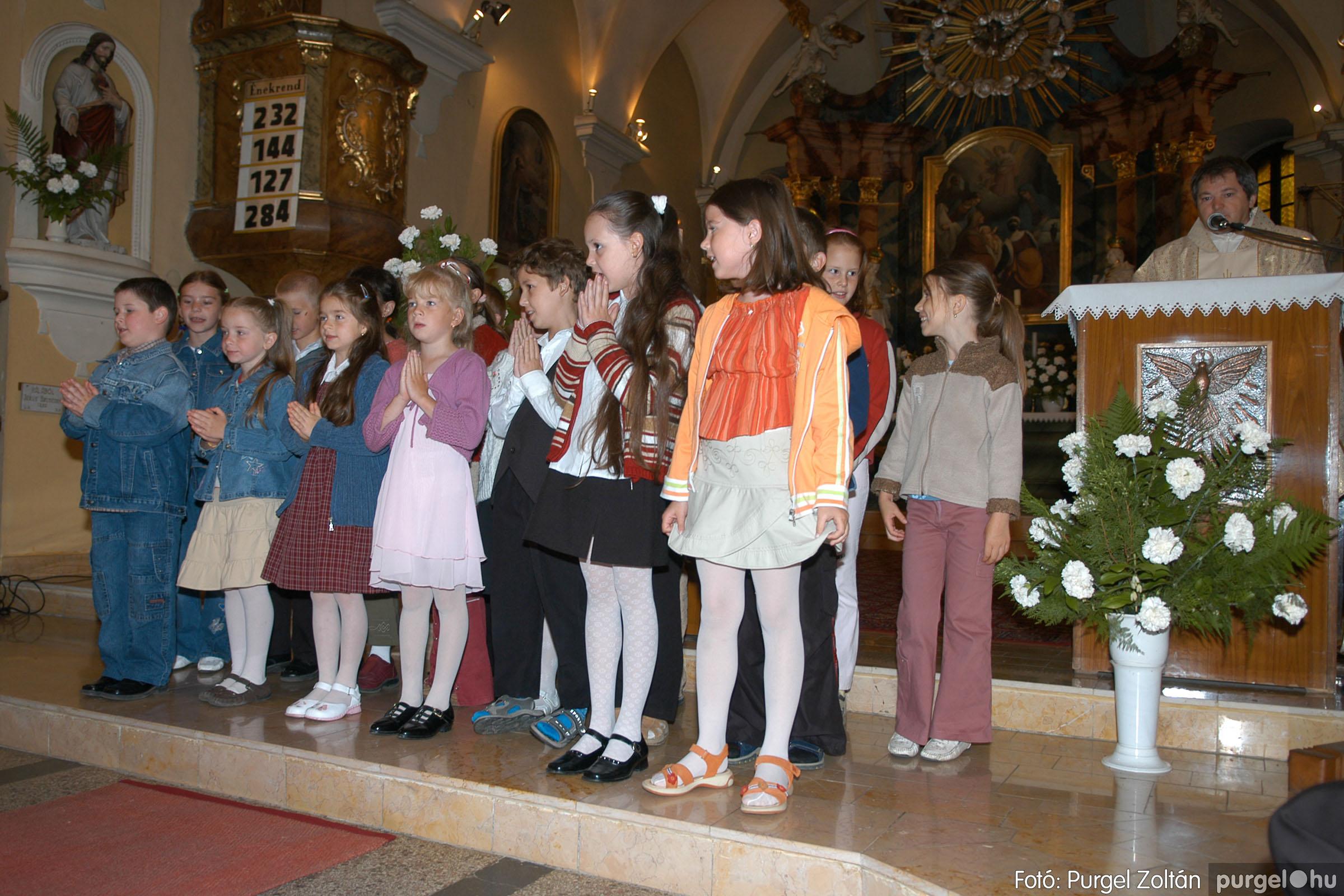 2006.05.21. 011 Kisboldogasszony templom elsőáldozás - Fotó:PURGEL ZOLTÁN© DSC_0237q.jpg