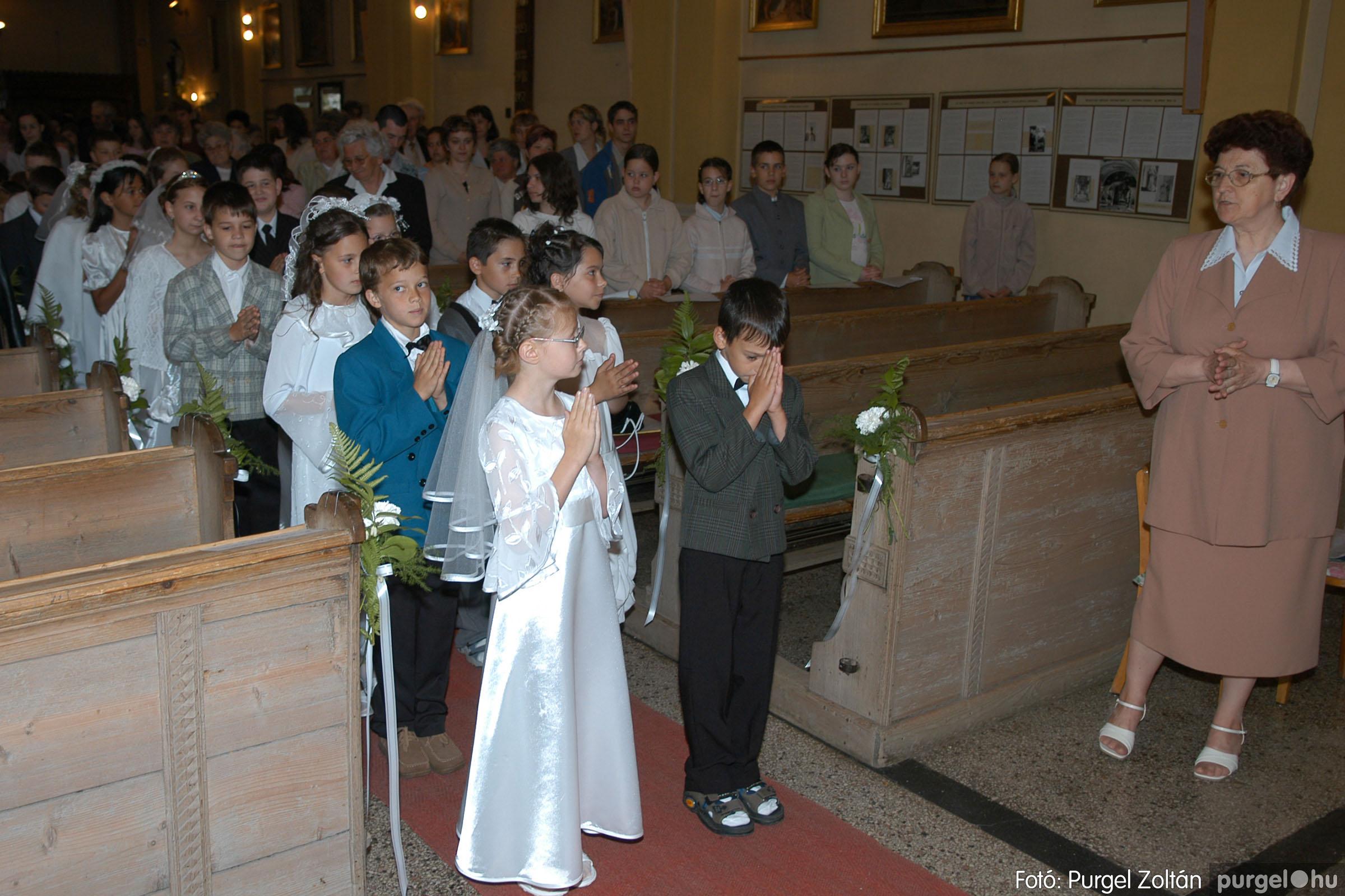 2006.05.21. 010 Kisboldogasszony templom elsőáldozás - Fotó:PURGEL ZOLTÁN© DSC_0233q.jpg