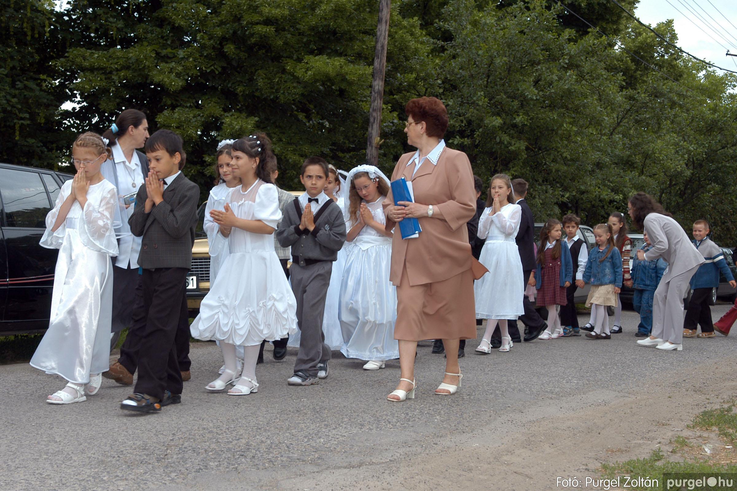 2006.05.21. 007 Kisboldogasszony templom elsőáldozás - Fotó:PURGEL ZOLTÁN© DSC_0229q.jpg