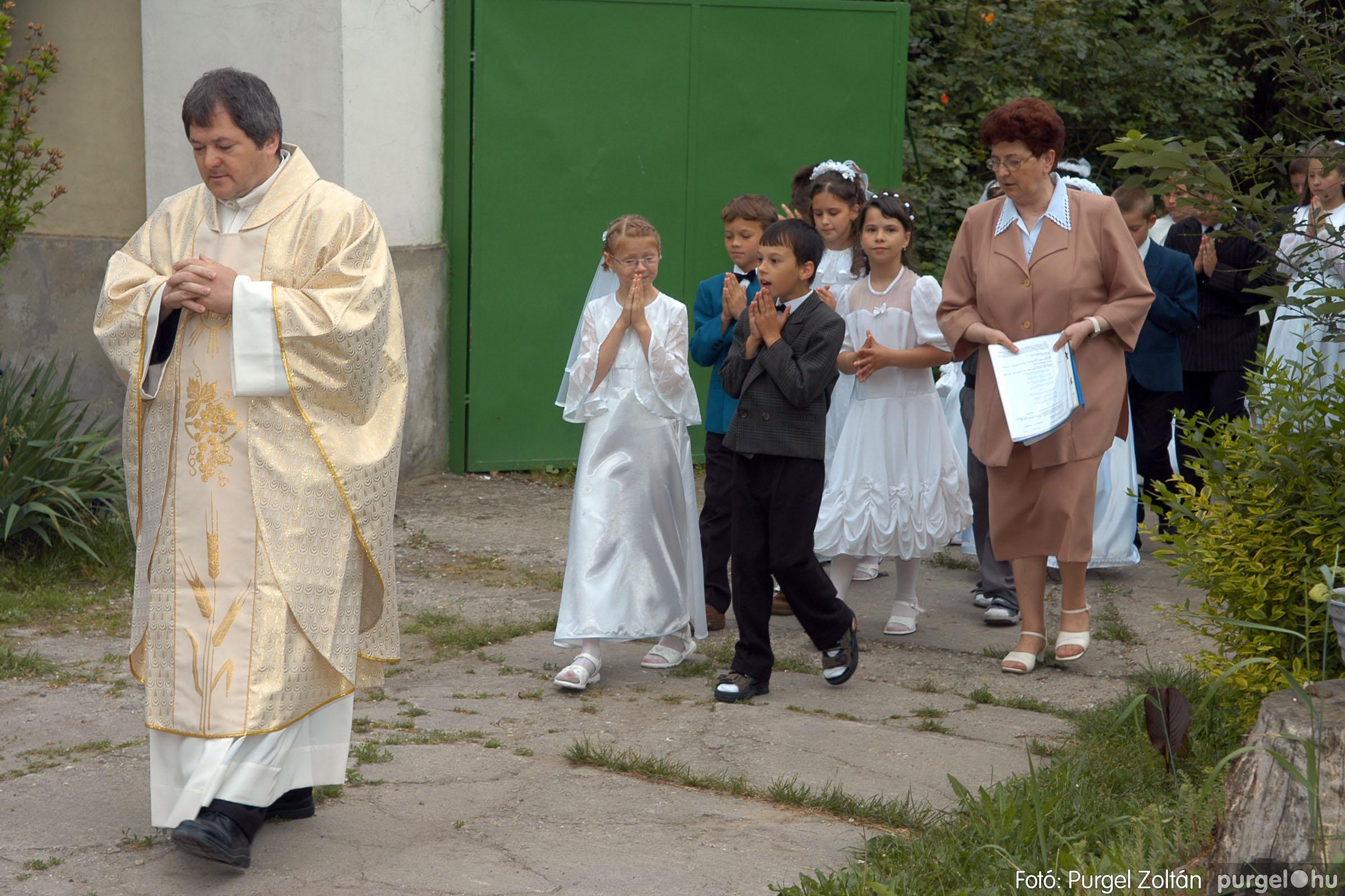 2006.05.21. 003 Kisboldogasszony templom elsőáldozás - Fotó:PURGEL ZOLTÁN© DSC_0224q.jpg
