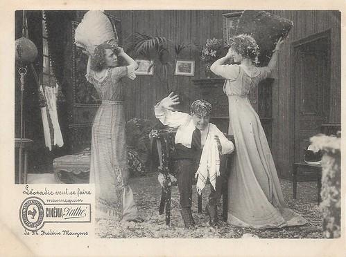 Mistinguett in Léocadie veut se faire mannequin (1911)