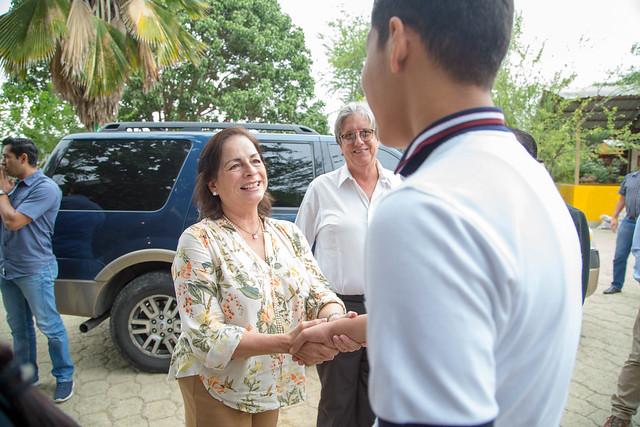 Ministra de Educación, Monserrat Creamer, cumple agenda en Bahía de Caraquez - Manabí