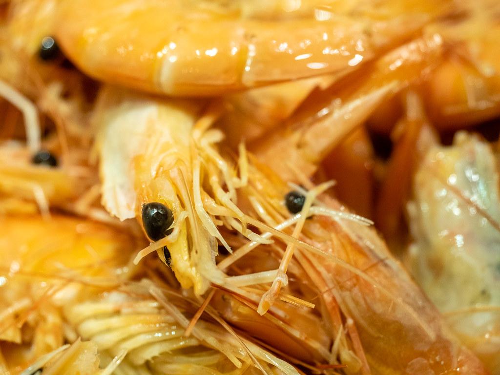 Fresh prawns on ice at Jogoya Buffet Restaurant