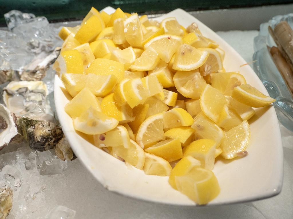 Fresh slices of lemon for the seafood and sashimi.