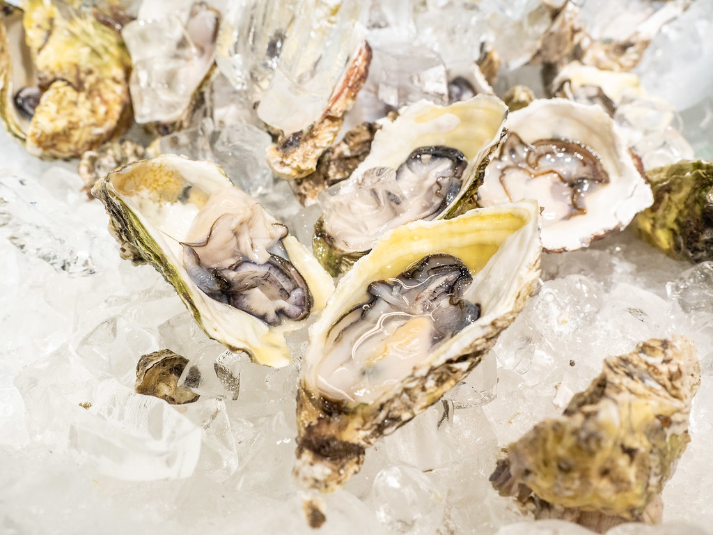 Fresh oyster on ice at this buffet restaurant